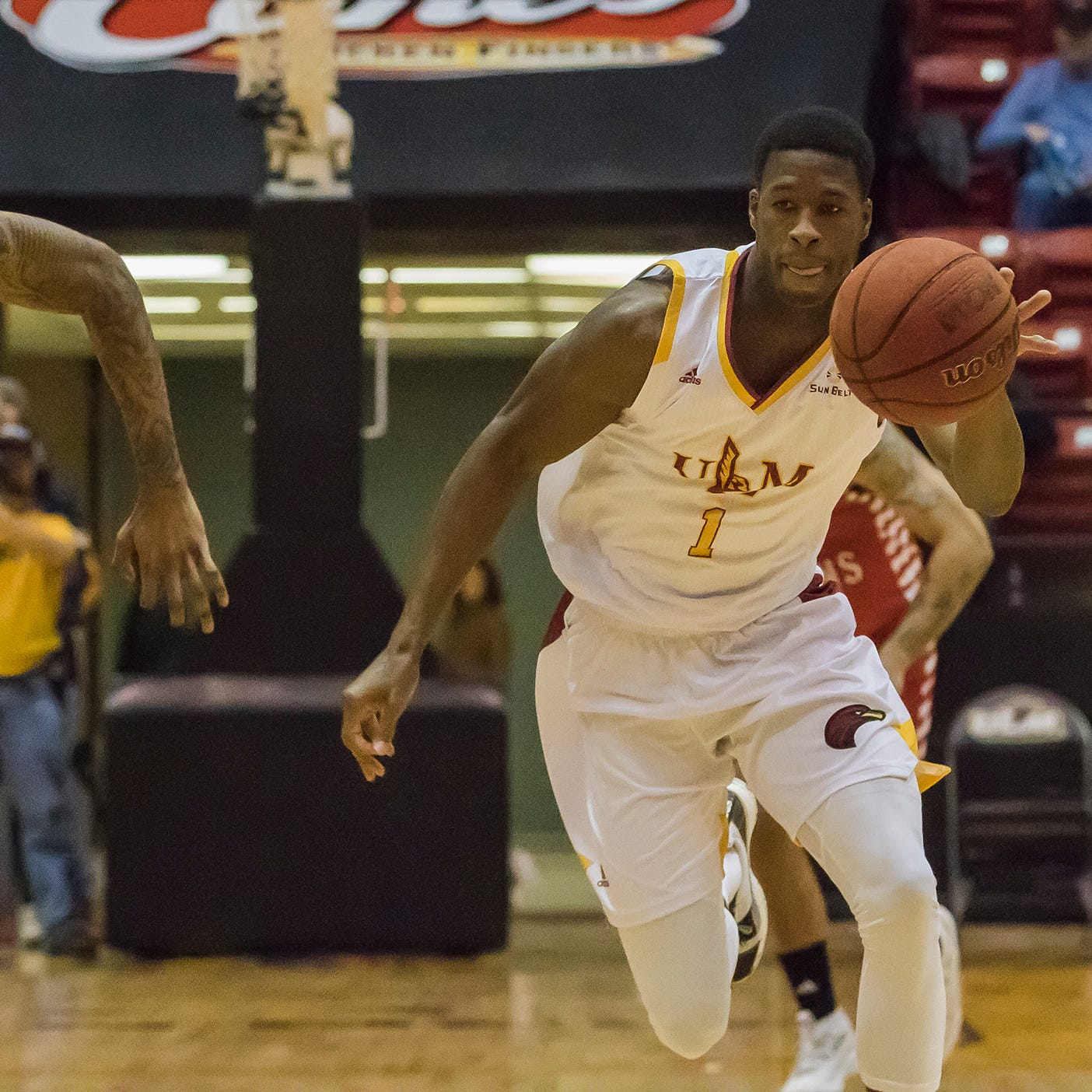 ULM survives late rally, outlasts Ragin' Cajuns