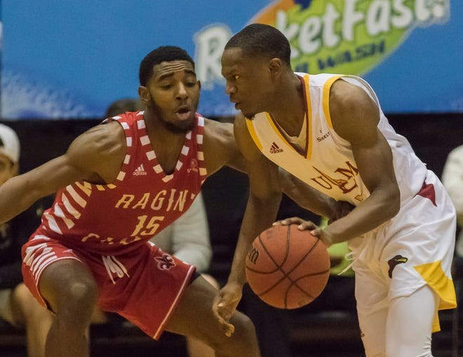 Guard Daishon Smith once again surpassed Arkansas State's Ty Cockfield as the Sun Belt's leading scorer at 21.2 points per game. Smith came close to a triple-double against Louisiana-Lafayette, finishing with 27 points, eight assists and seven rebounds