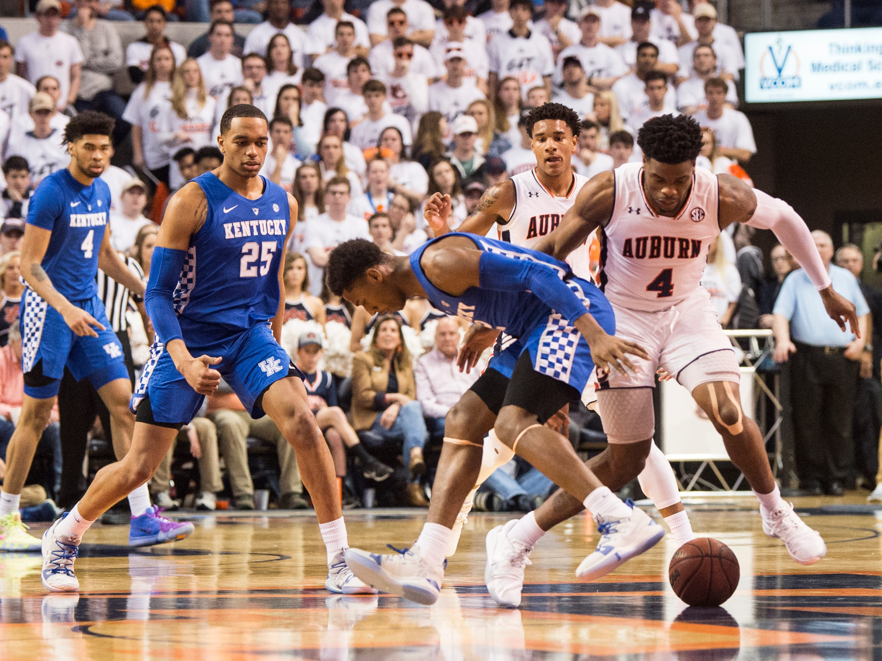 Kentucky guard Ashton Hagans (2) and Auburn guard Malik Dunbar (4) fight for a loose ball at Auburn Arena in Auburn, Ala., on Saturday, Jan. 19, 2019. Kentucky leads Auburn 35-27 at halftime.