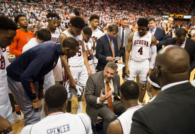 Auburn head coach Bruce Pearl huddles with his team during a timeout at Auburn Arena in Auburn, Ala., on Saturday, Jan. 19, 2019.