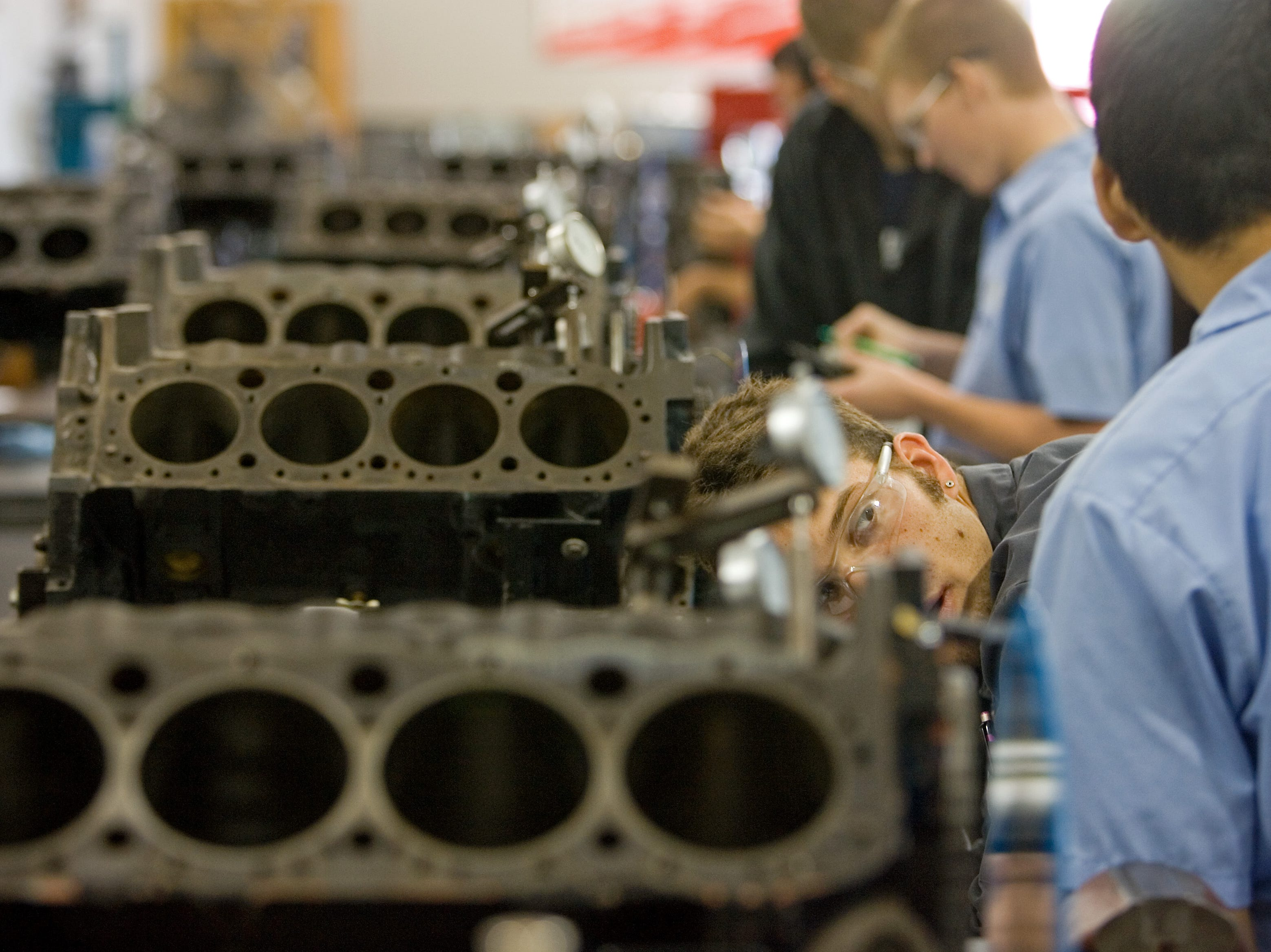 Students work on engines at the Universal Technical Institute in Avondale in April 2008.