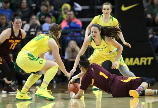 Arizona State's Robbi Ryan, left, Oregon's Sabrina Ionescu, ASU's Reili Richardson, Oregon's Maite Cazorla and Taylor Chavez, top right, converge on a loose ball during the second quarter of an NCAA college basketball game Friday, Jan 18, 2019, in Eugene, Ore. (AP Photo/Chris Pietsch)