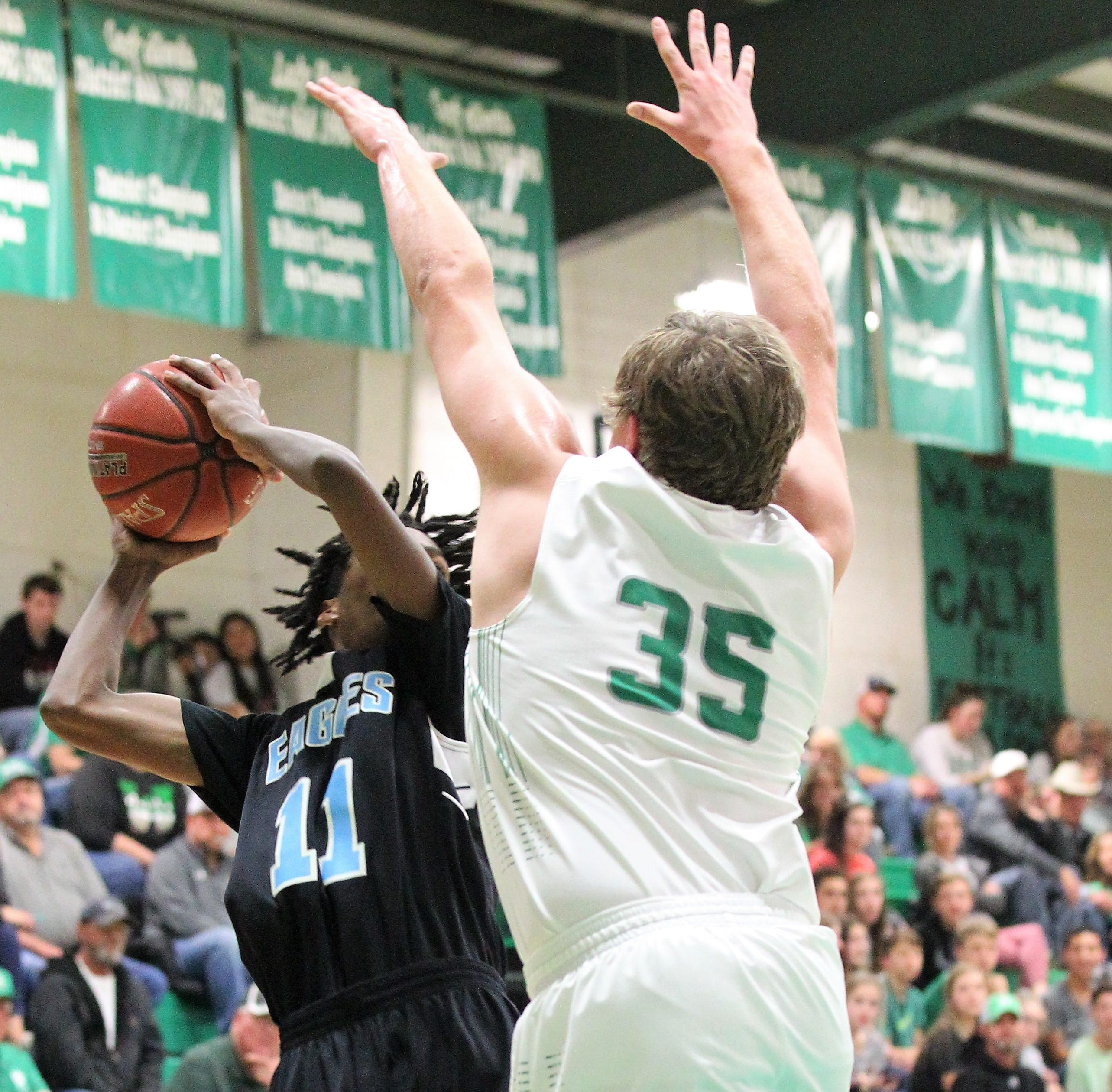 BASKETBALL ROUNDUP: Wall Hawks earn third straight undefeated district title
