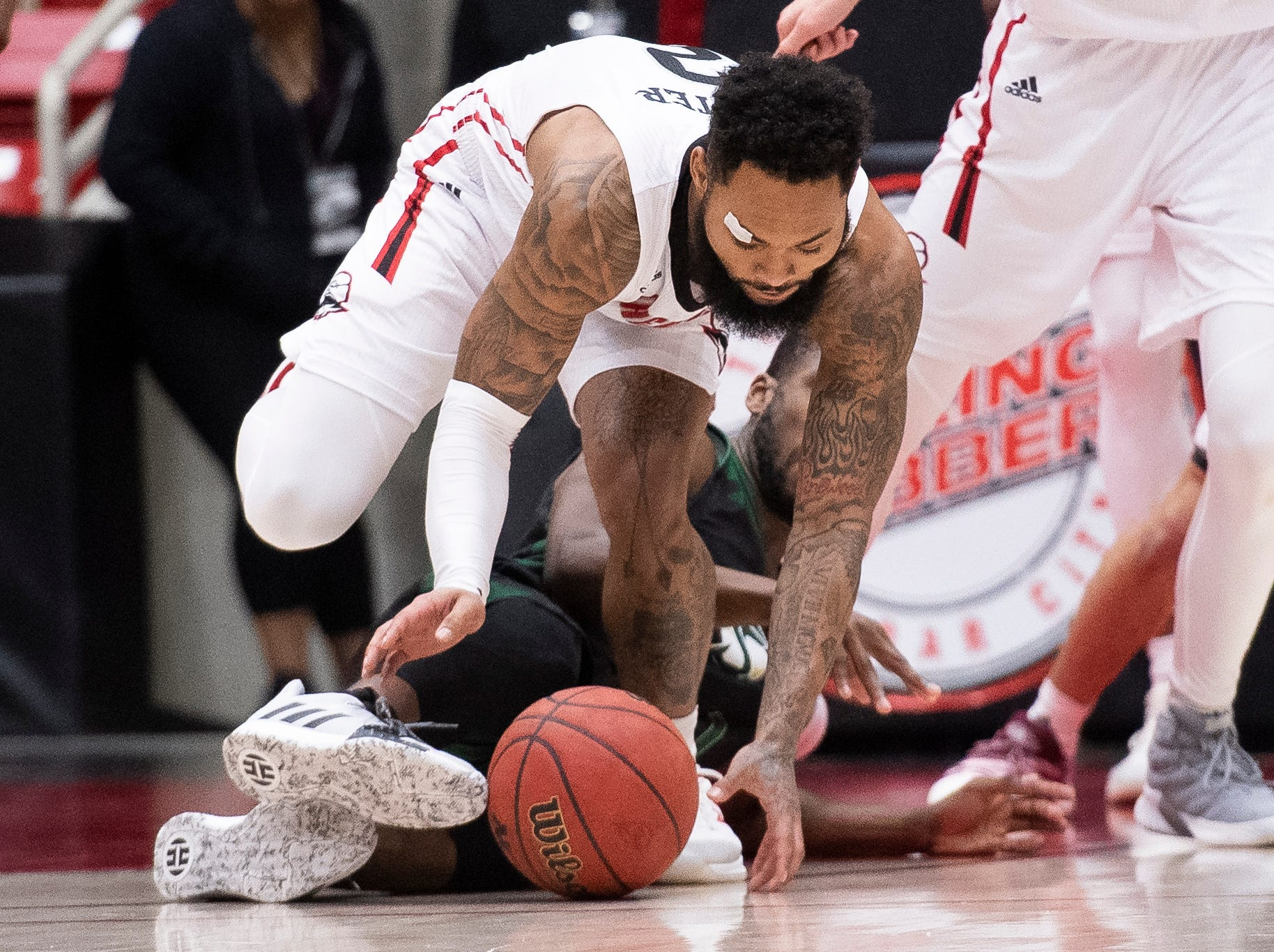 Southern Utah University senior Brandon Better (2) scrambles for a loose ball against Sacramento State in the America First Event Center Saturday, January 19, 2019.