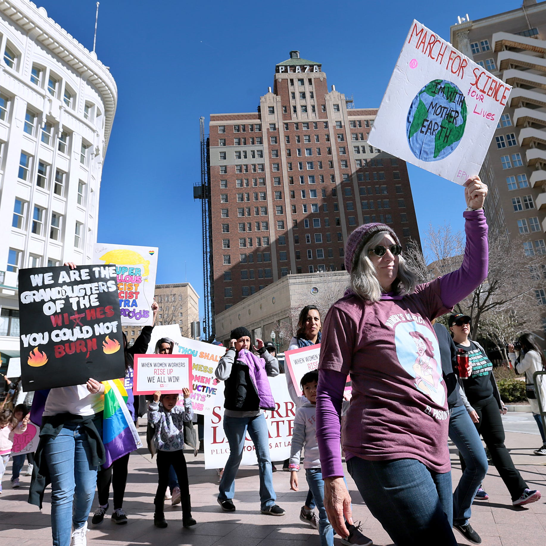 Beto O'Rourke, Veronica Escobar join hundreds at Women's March in Downtown El Paso