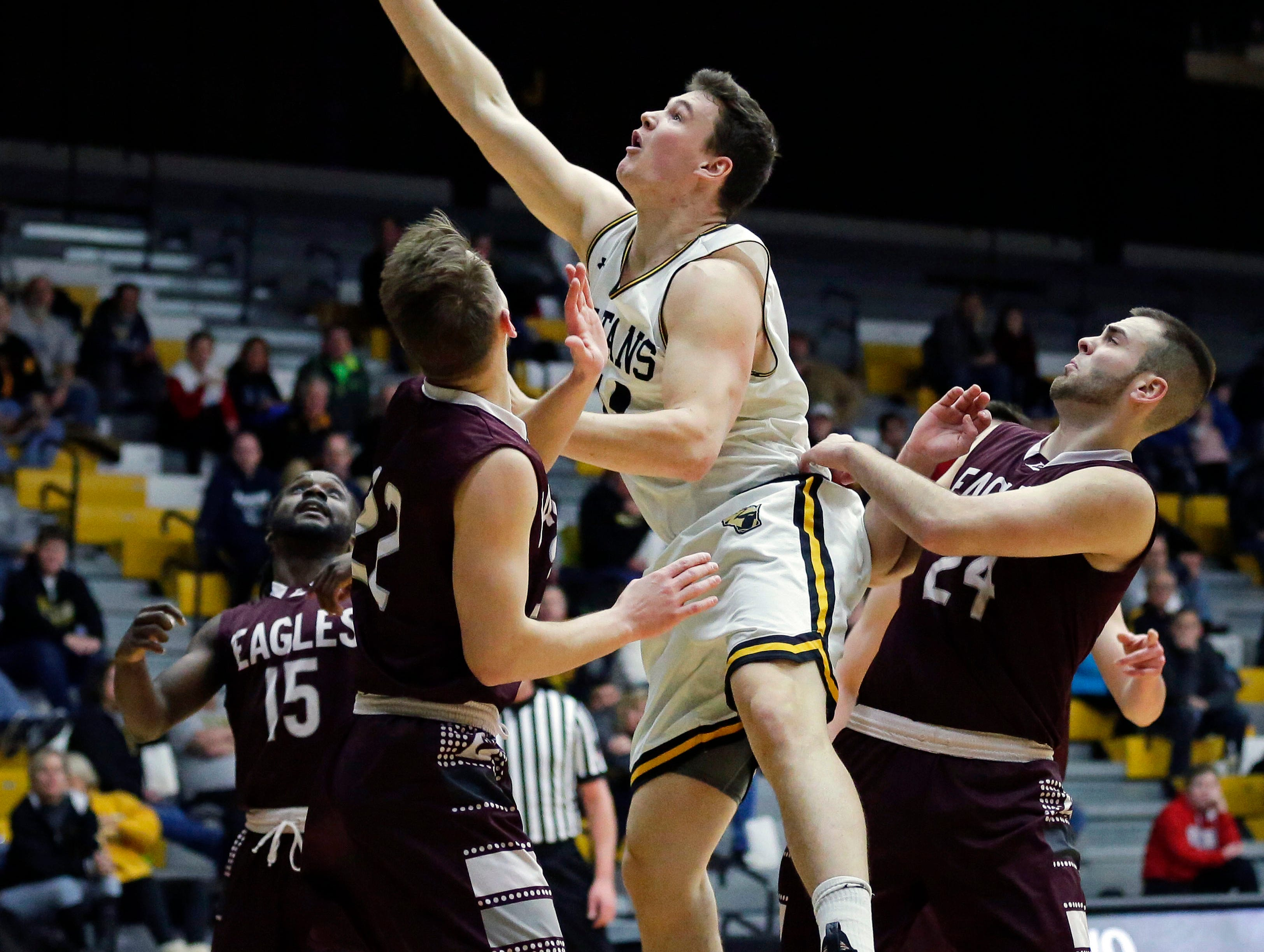 Jack Flynn of UW-Oshkosh goes to the basket against UW-La Crosse in Wisconsin Intercollegiate Athletic Conference basketball Saturday, January 19, 2019, at Kolf Sports Center in Oshkosh, Wis. 