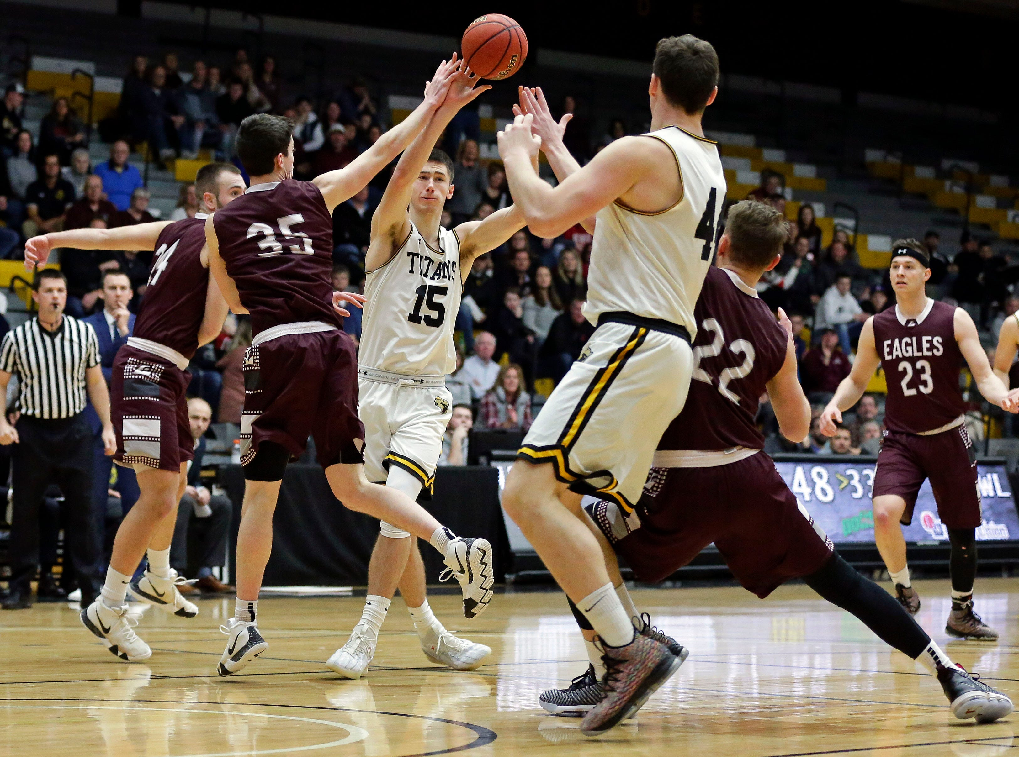 Adam Fravert feeds Jack Flynn of UW-Oshkosh as the Titans take on UW-La Crosse in Wisconsin Intercollegiate Athletic Conference basketball Saturday, January 19, 2019, at Kolf Sports Center in Oshkosh, Wis. 