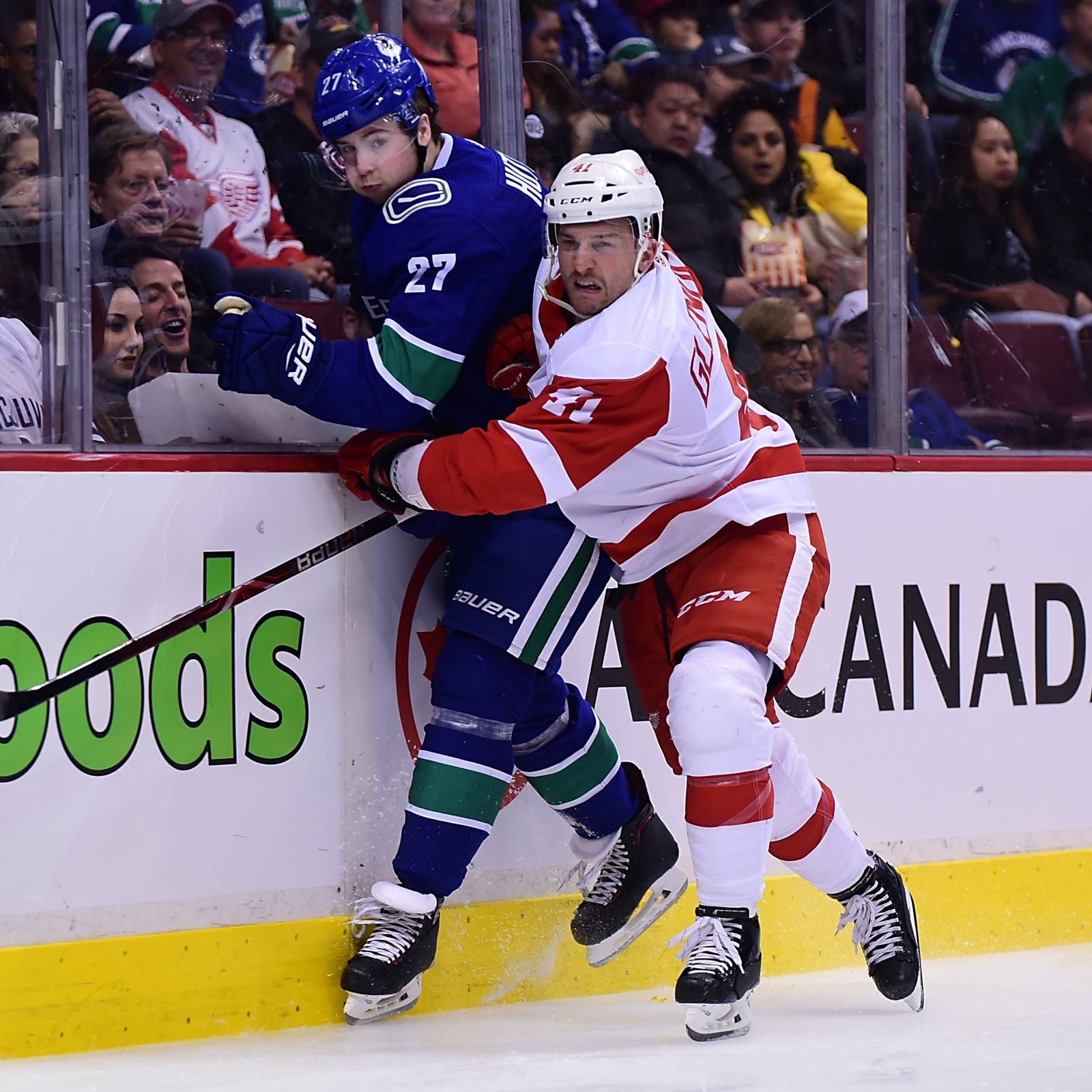 Detroit Red Wings fizzle late - again - lose at Vancouver Canucks, 3-2