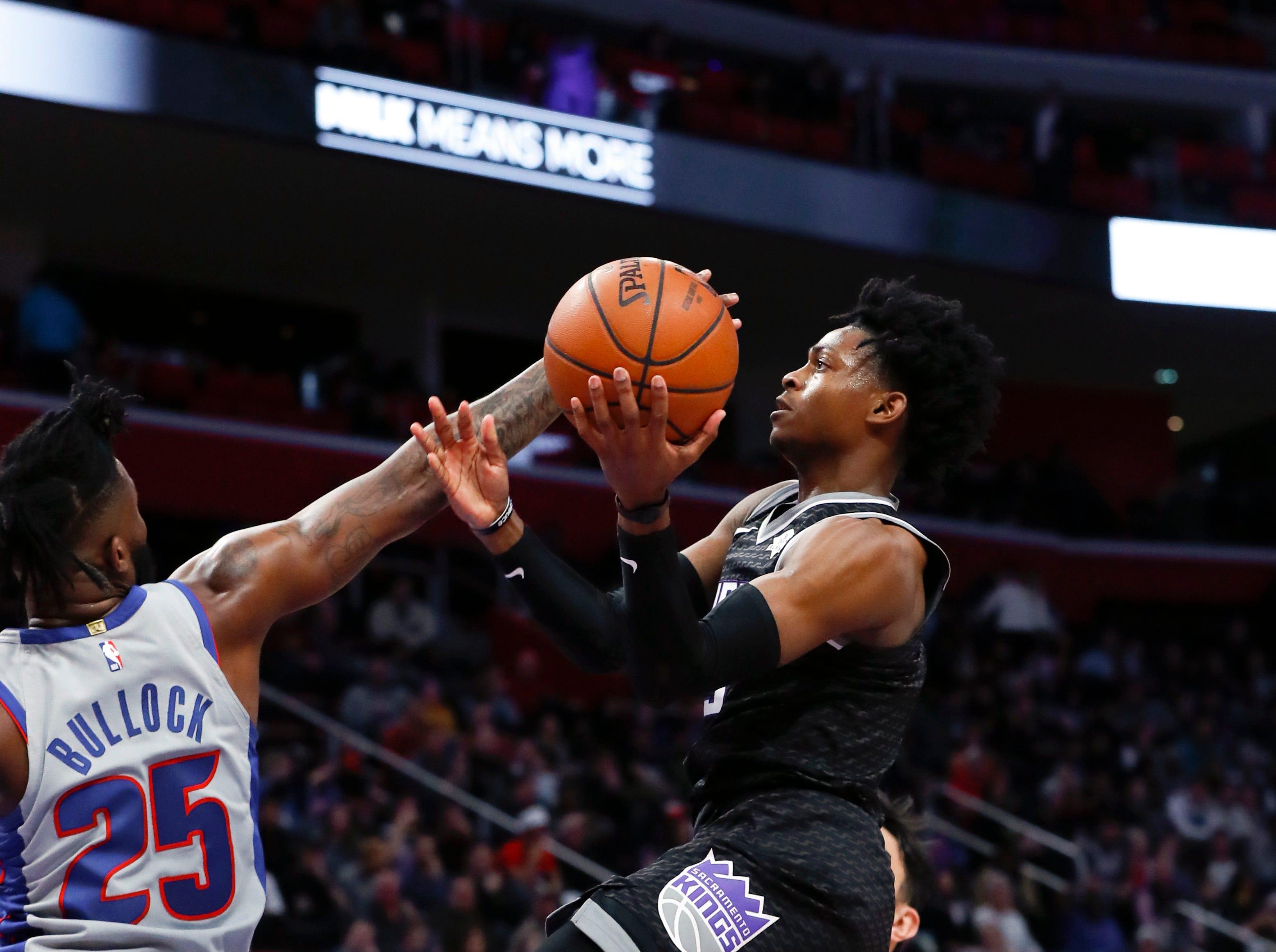 Sacramento Kings guard De'Aaron Fox (5) drives on Detroit Pistons guard Reggie Bullock (25) during the second half of an NBA basketball game in Detroit, Saturday, Jan. 19, 2019.