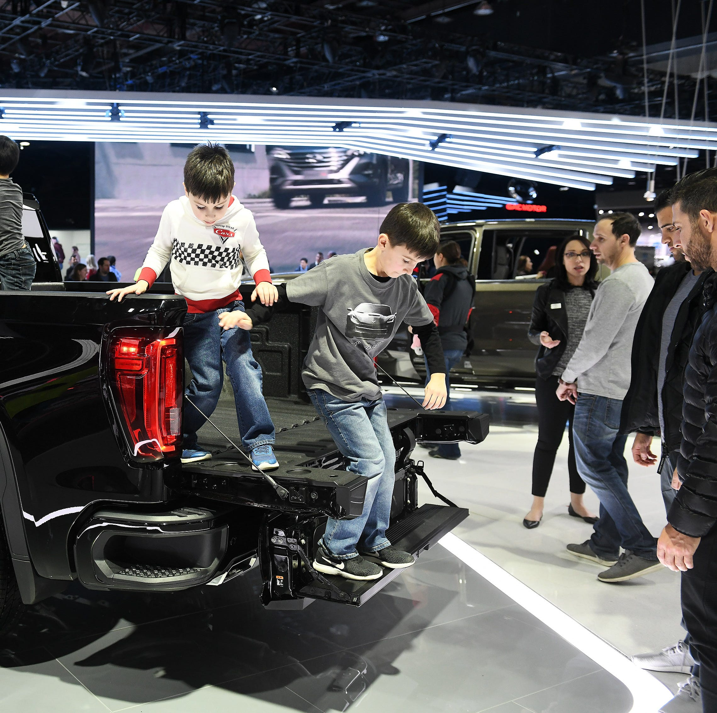 Auto show guests fight cold, look forward to June move