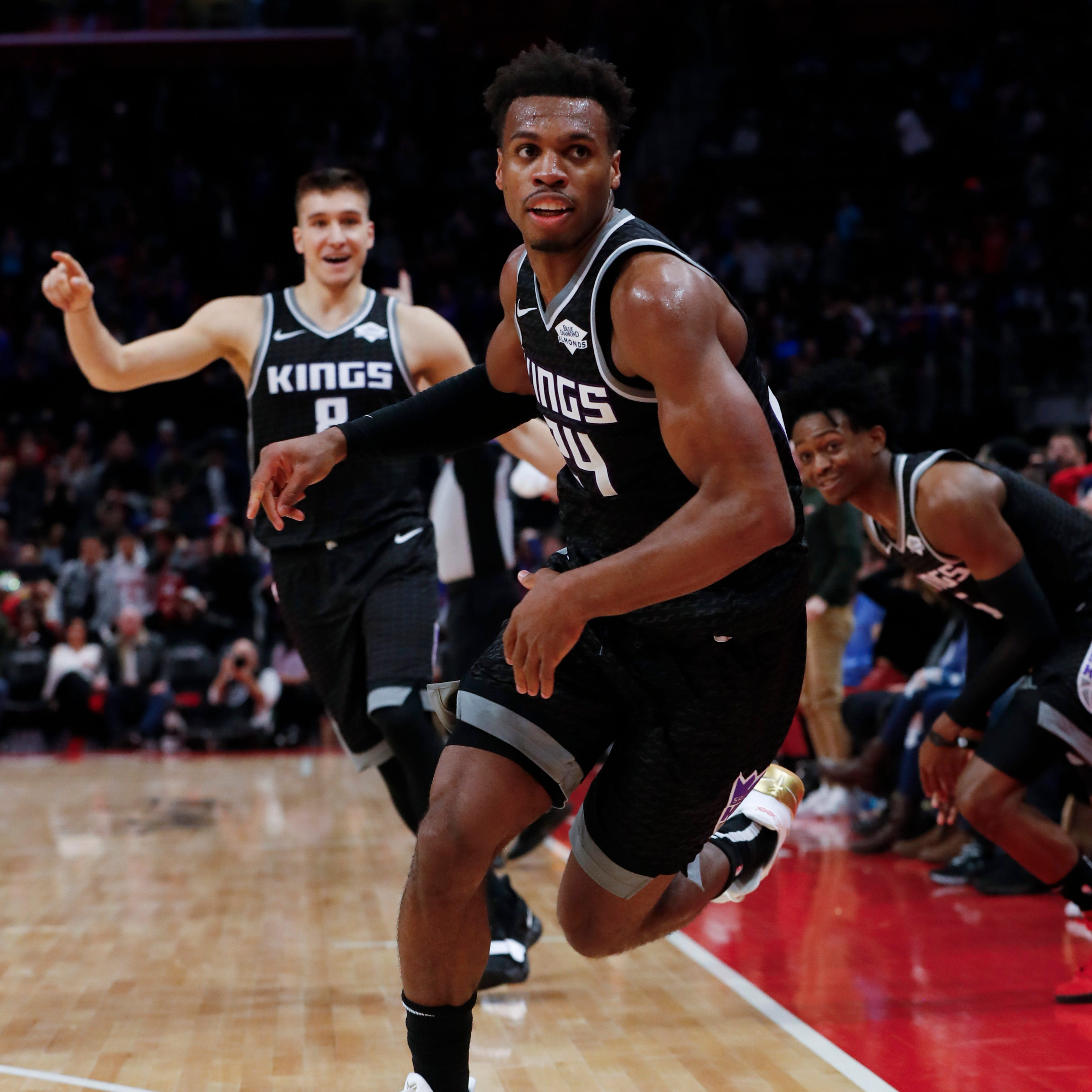 Hield's off-balance buzzer-beater ends Pistons' win streak