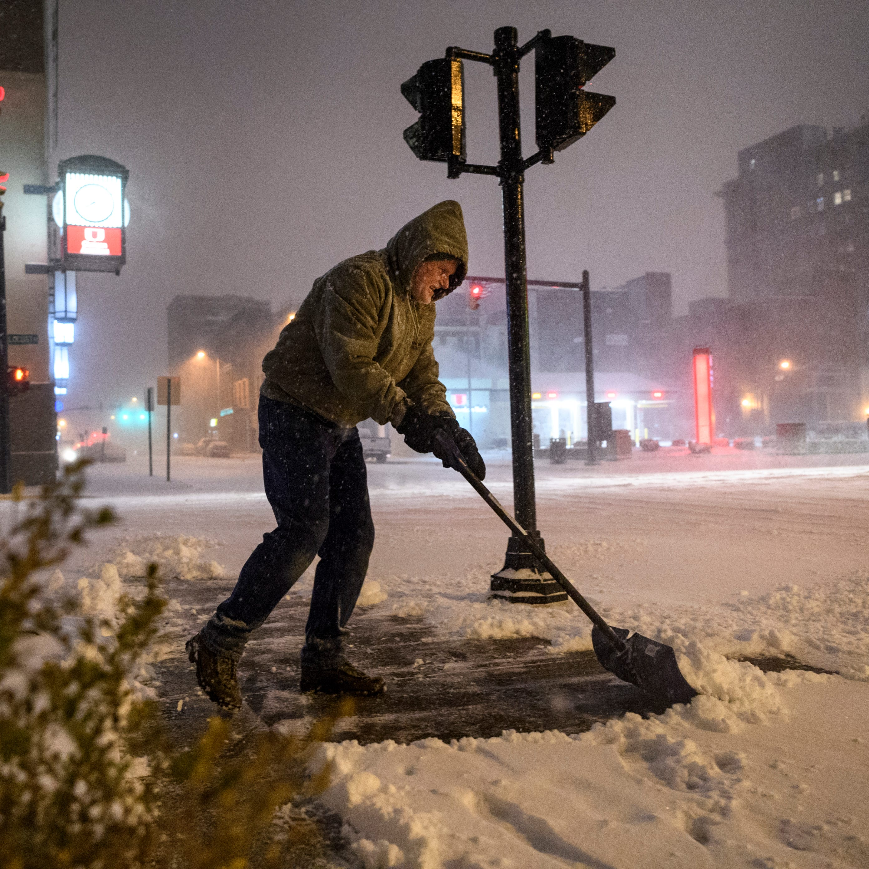 Winter storm blasts Evansville, Henderson area; traffic accidents, power outages frequent