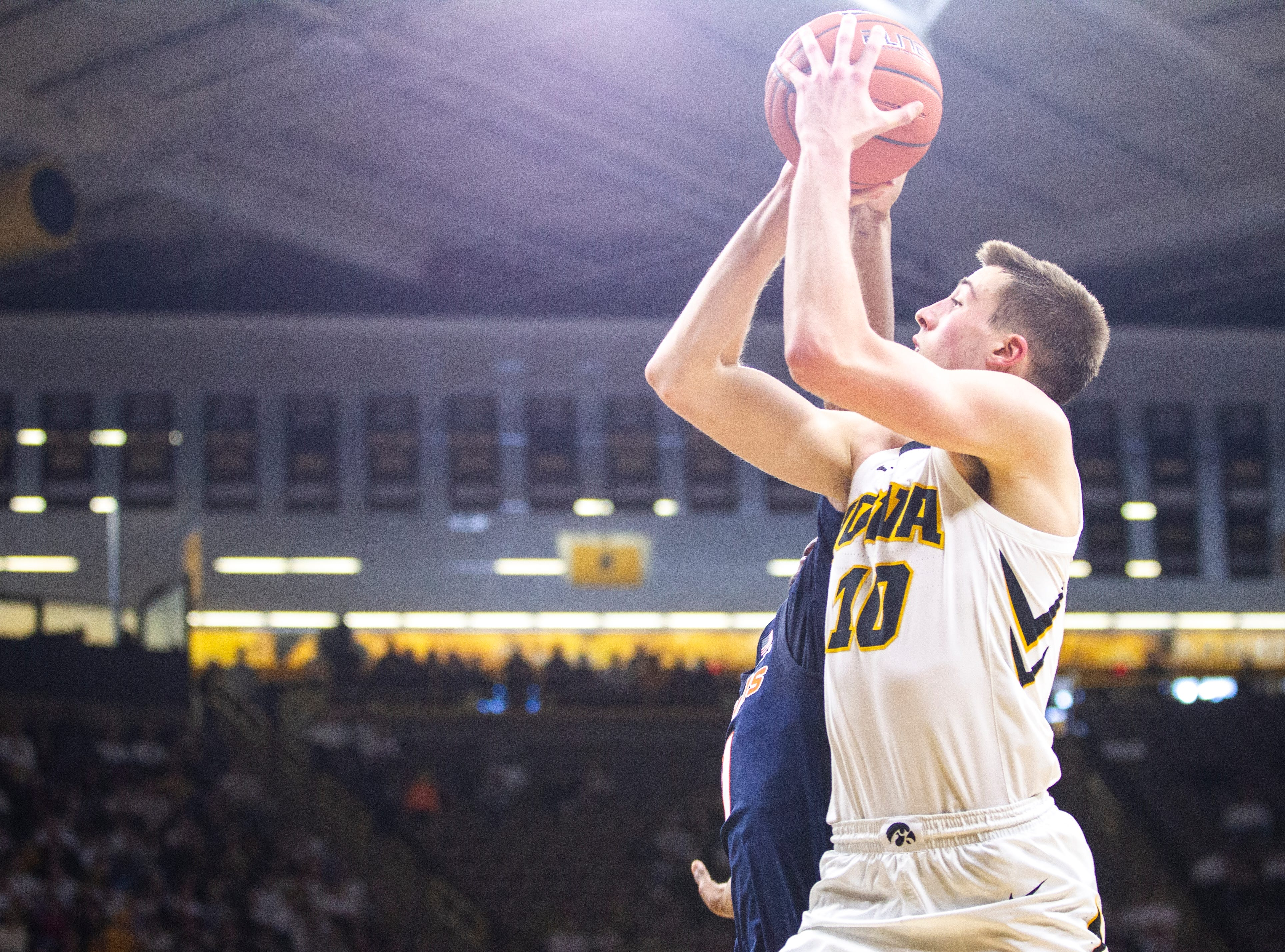 Wieskamp adds to his legend as No. 24 Iowa sizzles in win over Illinois