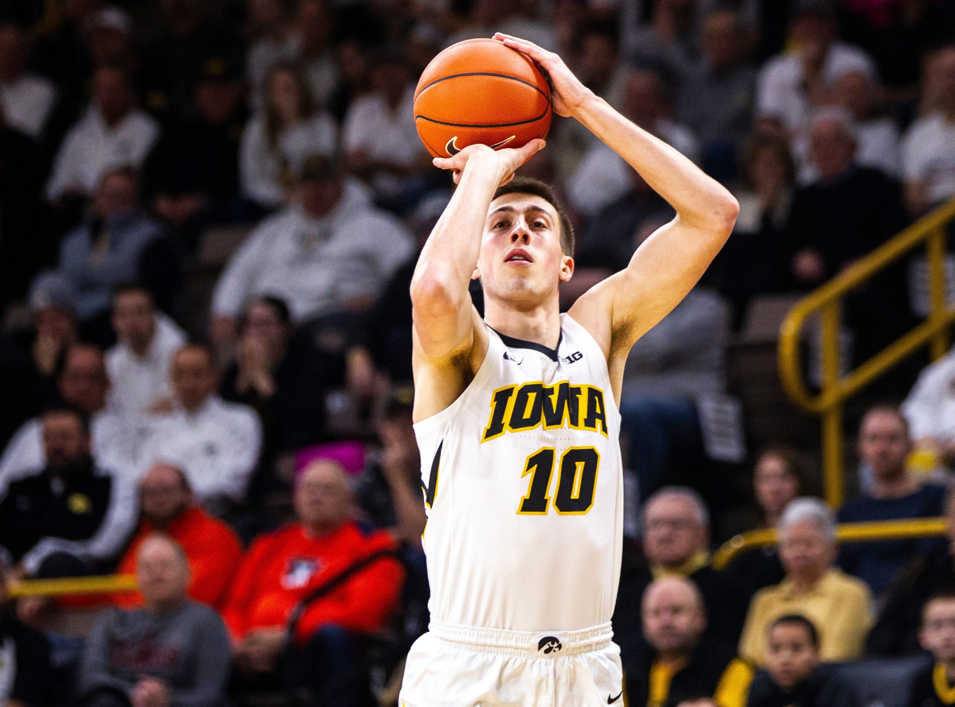 No. 24 Hawkeyes unleash 3-point barrage to pummel Illinois