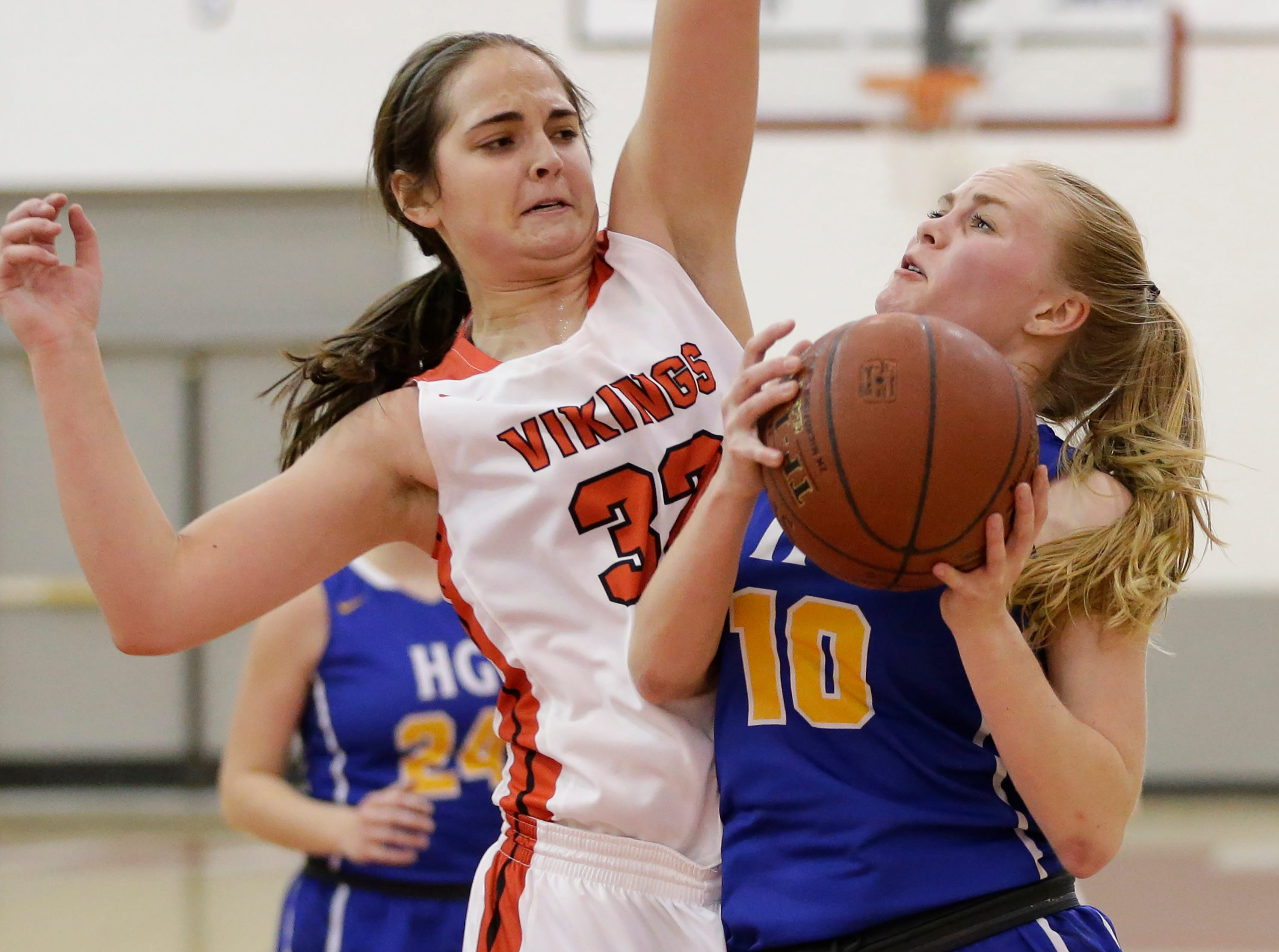 Howards Grove's Leah Parnitzke (10) looks to shoots against Valders in a non-conference game at Valders High School Saturday, January 19, 2019, in Valders, Wis. Joshua Clark/USA TODAY NETWORK-Wisconsin