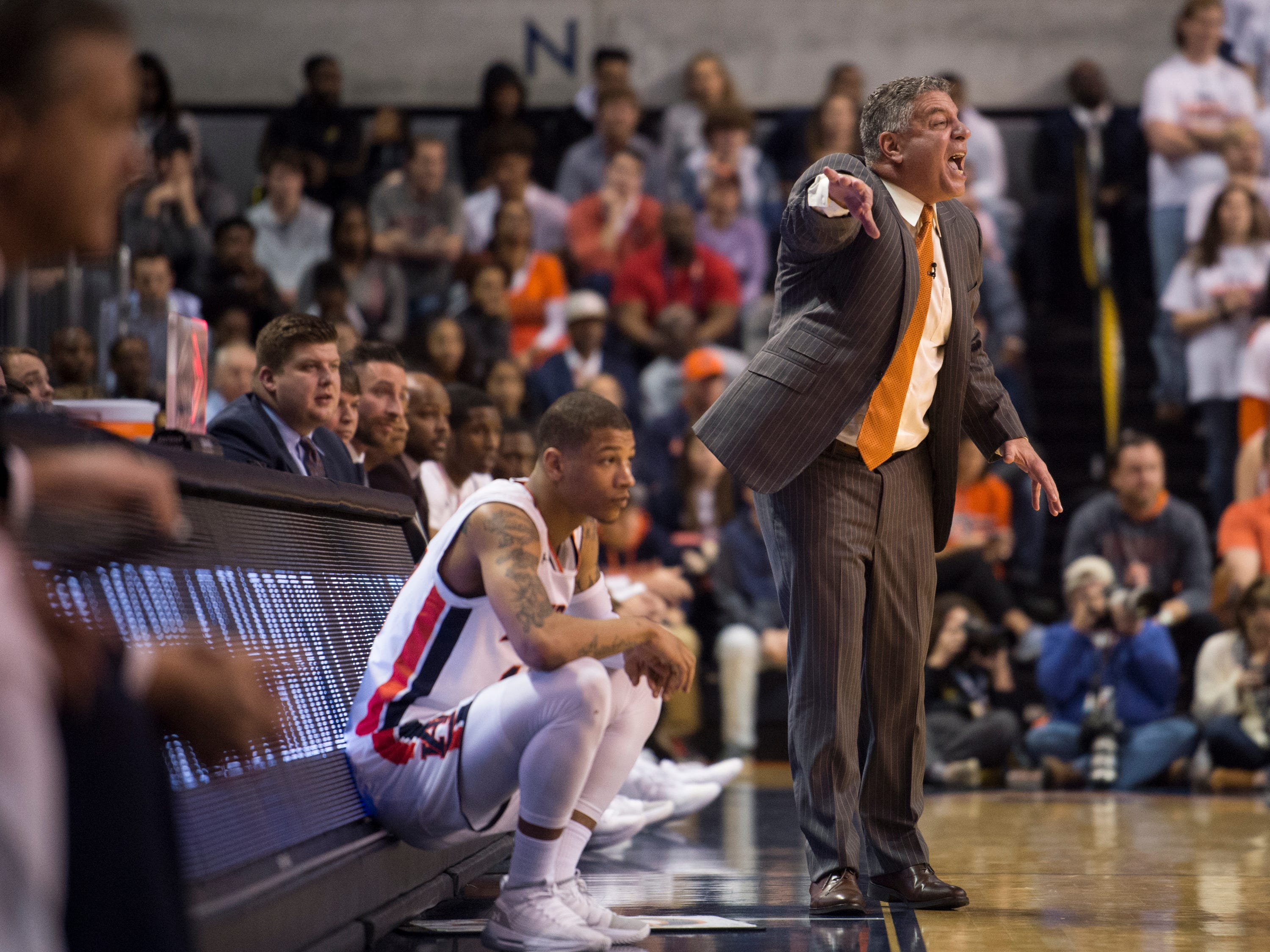 Auburn head coach Bruce Pearl yells at his team from the bench at Auburn Arena in Auburn, Ala., on Saturday, Jan. 19, 2019. Kentucky defeated Auburn 82-80.
