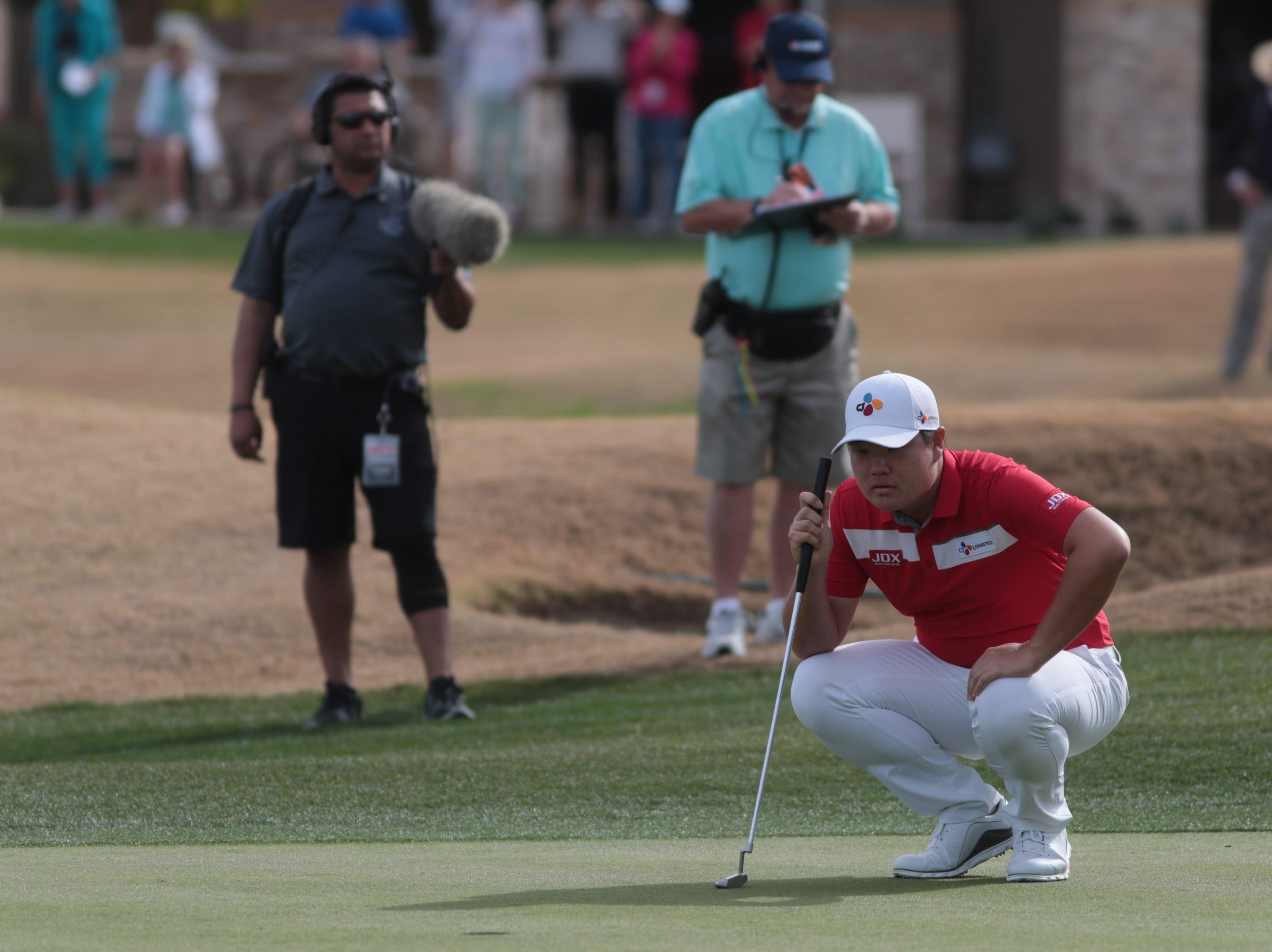 Sungjae Im putts on the 7th hole of the 2019 Desert Classic, Sunday, January 20, 2019.