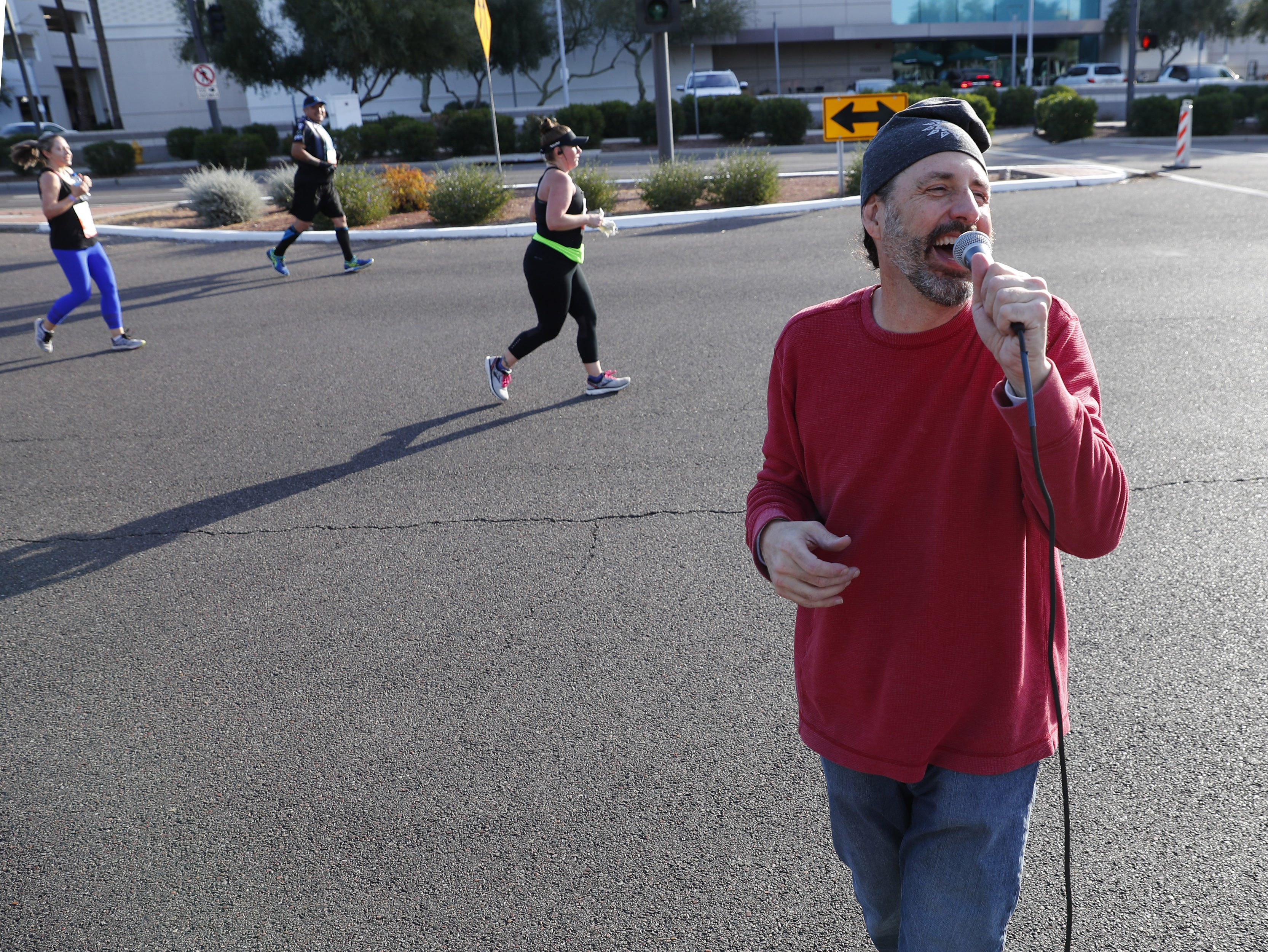 Martin Niner from Junk the Band sings for runners on 24th St. during the Rock 'N' Roll Marathon in Phoenix on Jan. 20, 2019.