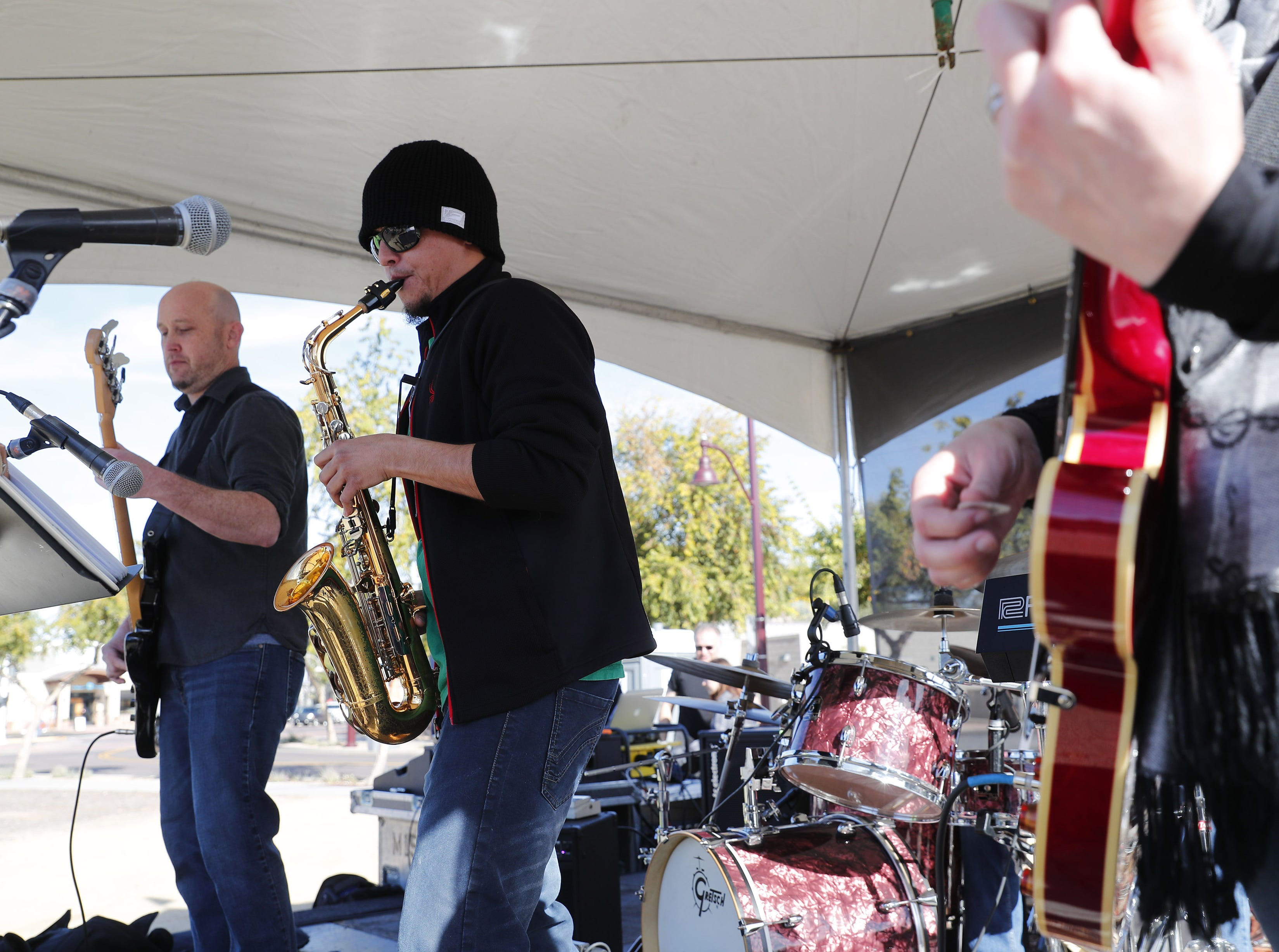The Phoenician Four Jazztet performs for Runners on 1st Ave. during the Rock 'N' Roll Marathon in Scottsdale on Jan. 20, 2019.