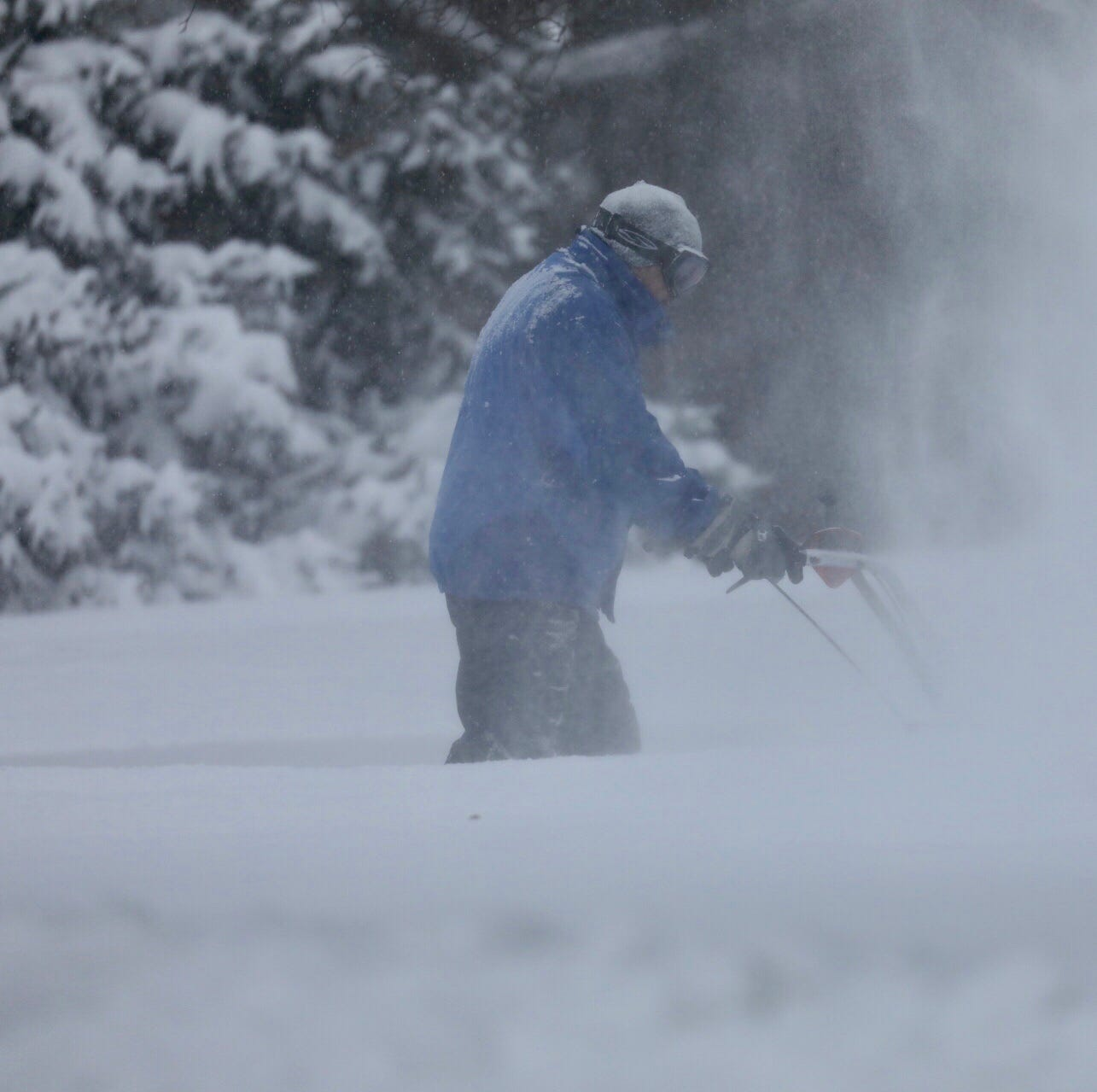 Snow total sets single-day record for Saturday, will continue to pile up Sunday
