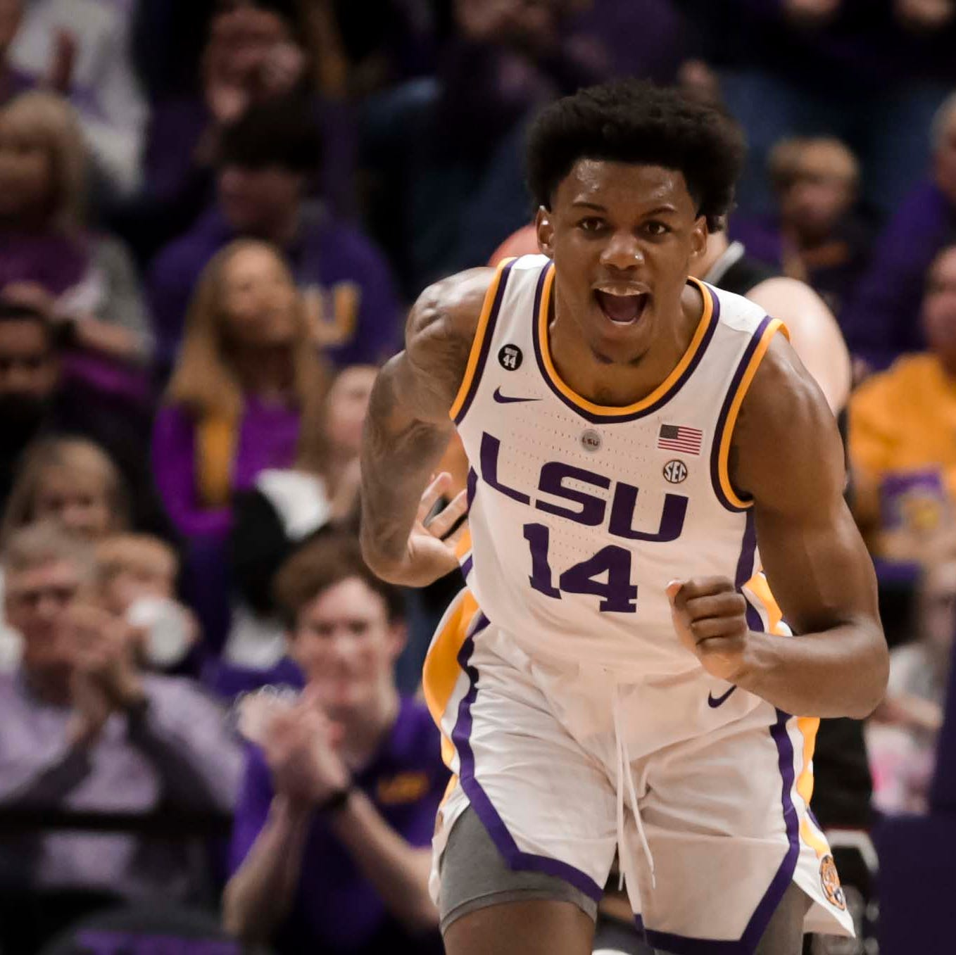 LSU routs South Carolina to extend winning streak to 7 games