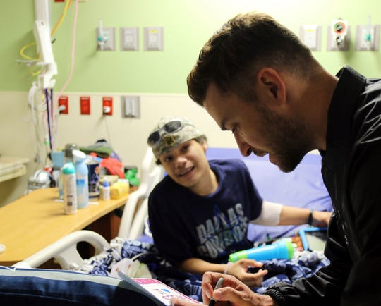 This photo provided by HCA Healthcare's Methodist Children's Hospital shows  Justin Timberlake visiting patients at the San Antonio hospital Friday, Jan. 18, 2019.