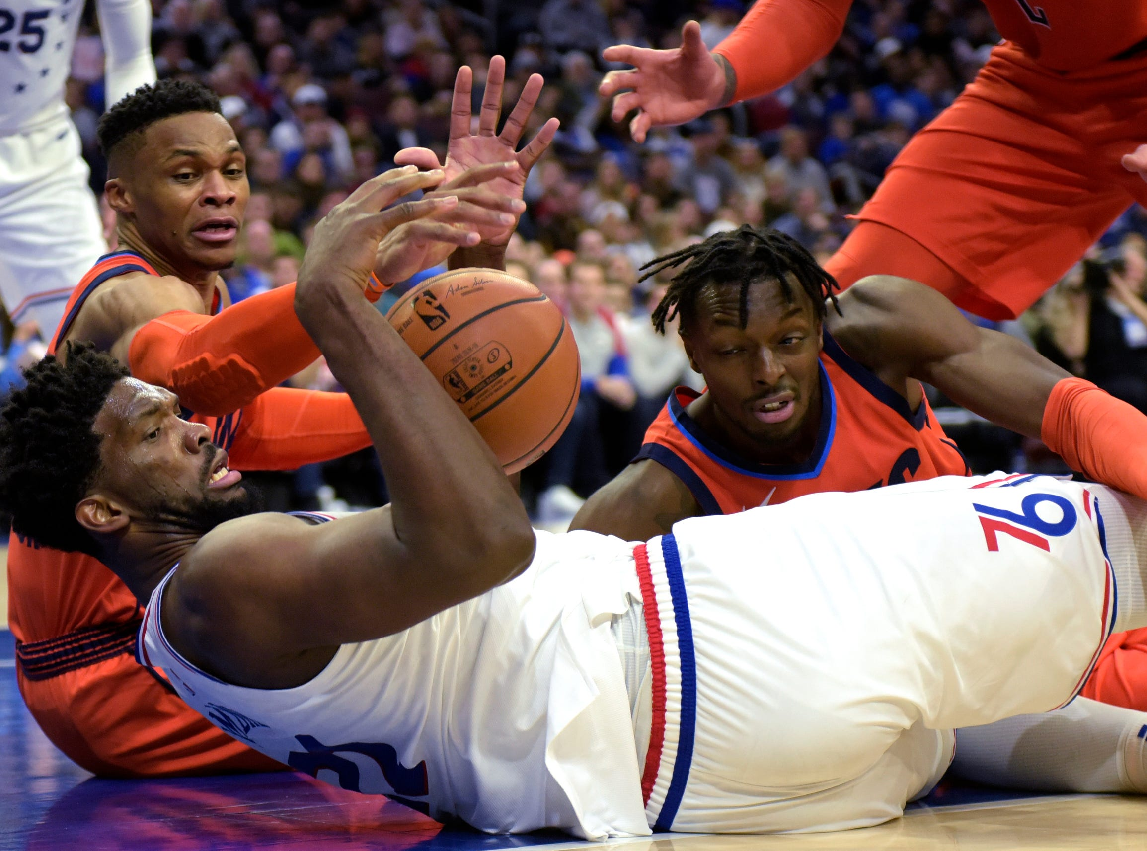 Paul George lifts Thunder past 76ers 117-115