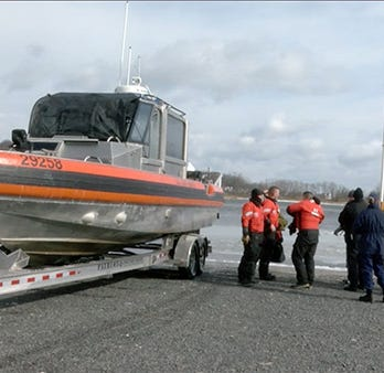 Duck hunter rescued from island near Rumson in Navesink River