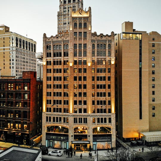 The Element at the Metropolitan hotel replaces the old Metropolitan Building, located at 33 John R in Detroit, which had sat vacant since 1979.