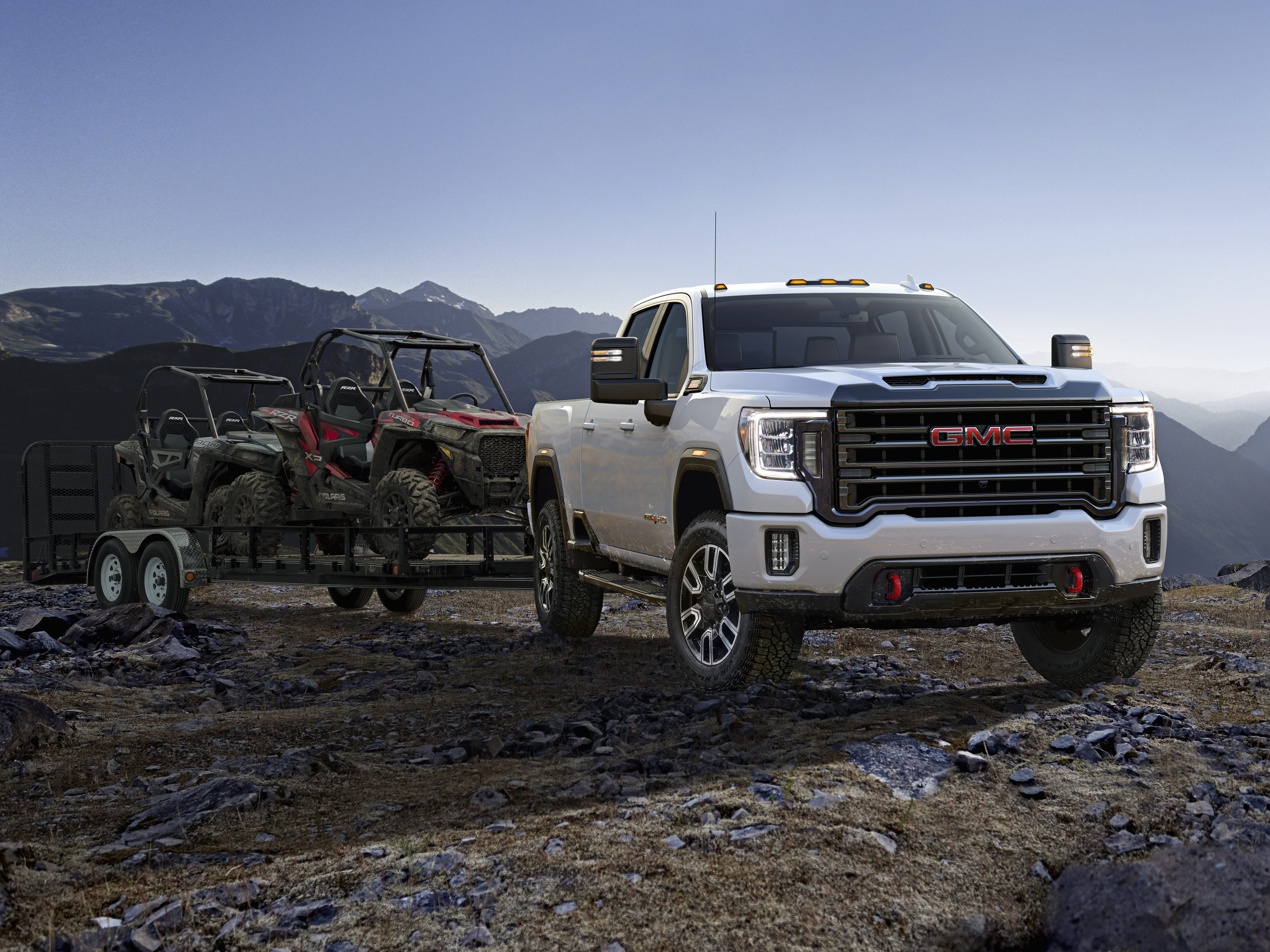 2020 GMC Sierra 2500 HD AT4 combines greater trailering capability with technologies designed to provide customers with a world-class towing experience.