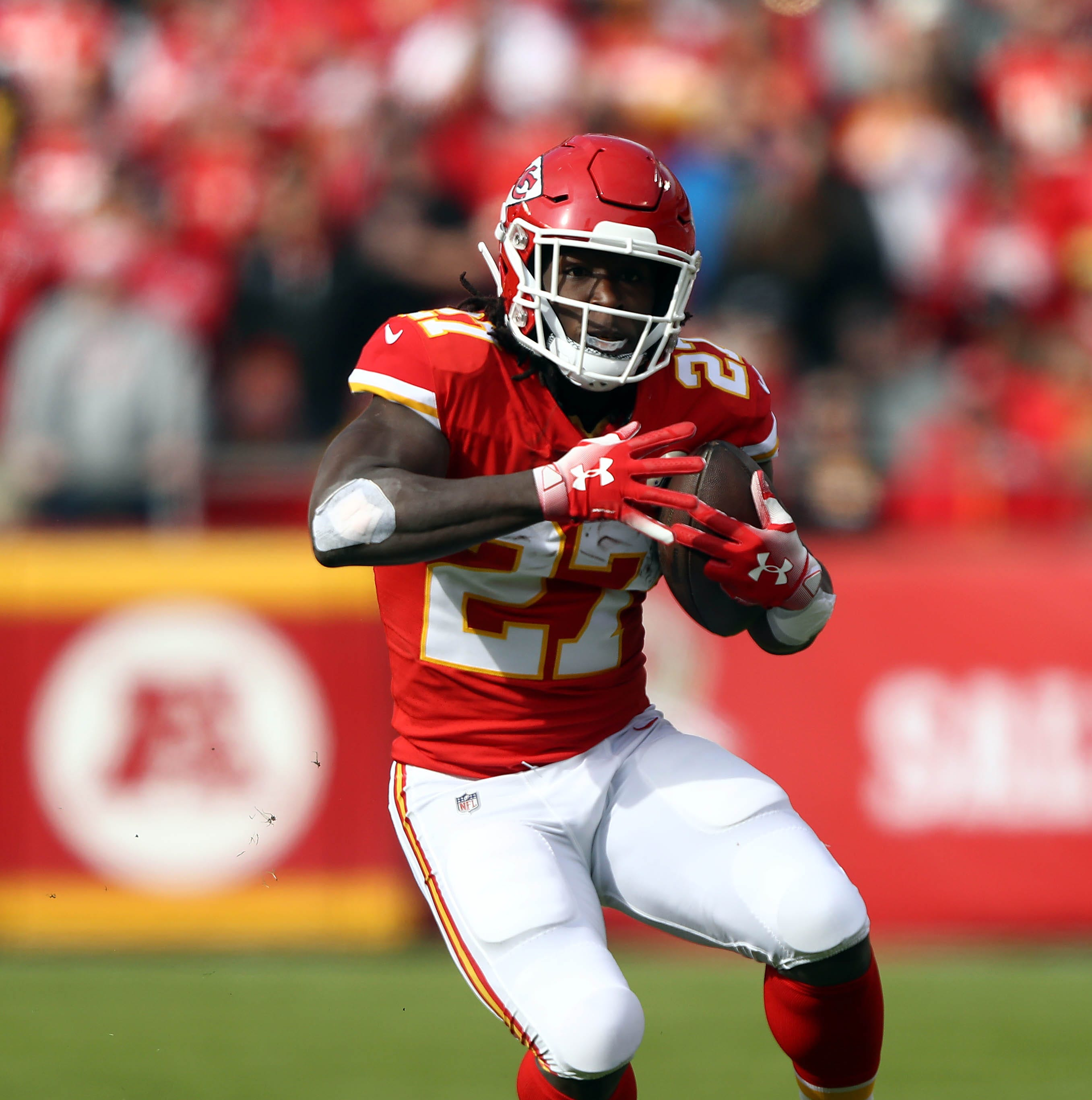 Sunday's NFL: Bears among teams looking at Kareem Hunt
