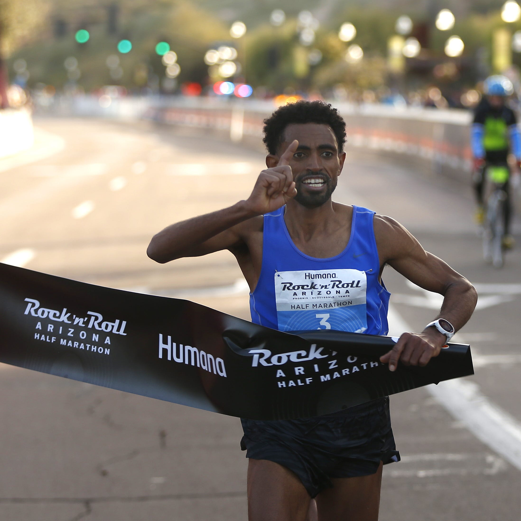 Daniel Mesfun breaks men's half marathon record at Rock 'n' Roll Arizona