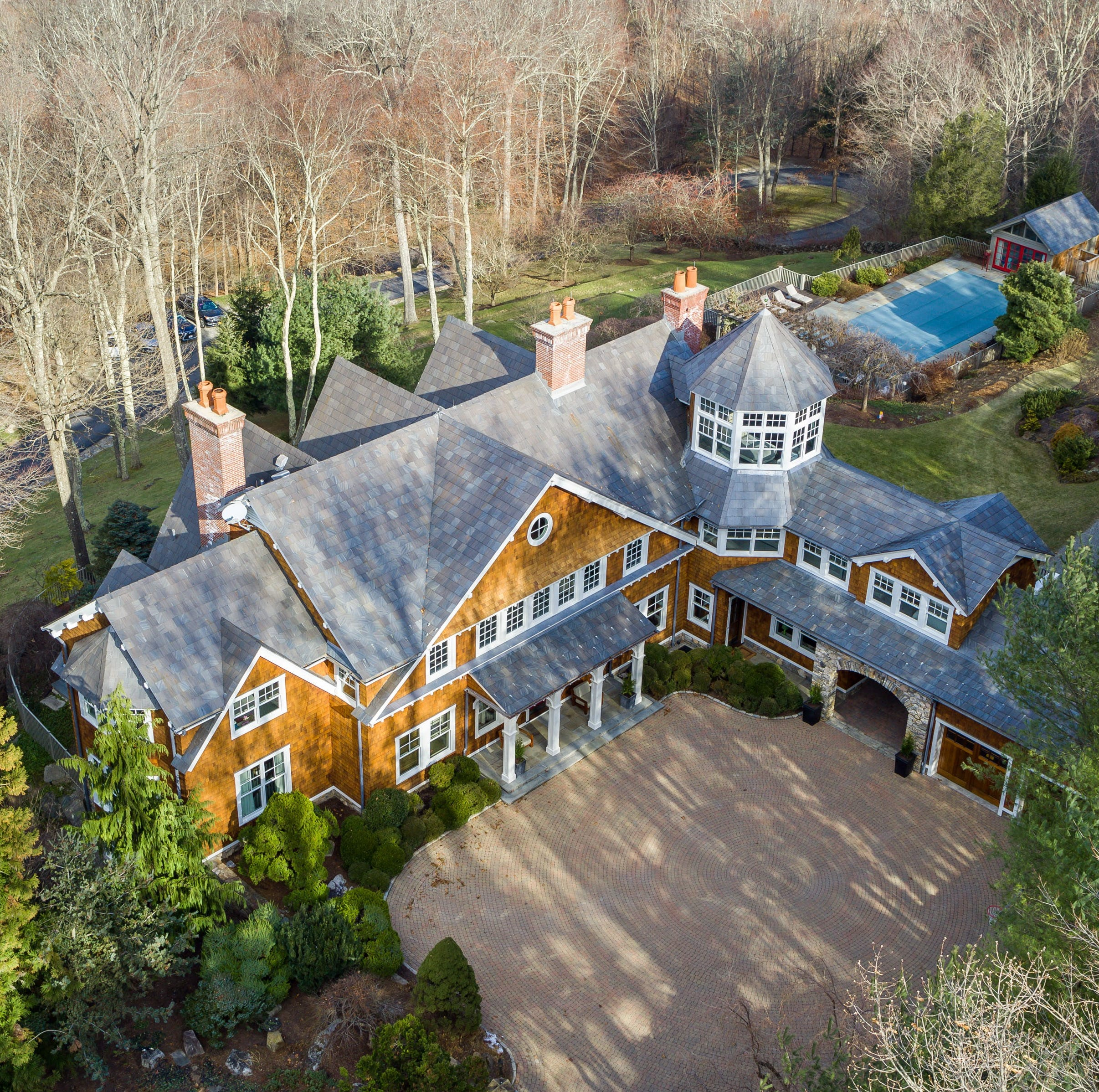 Bruce Willis selling Westchester estate