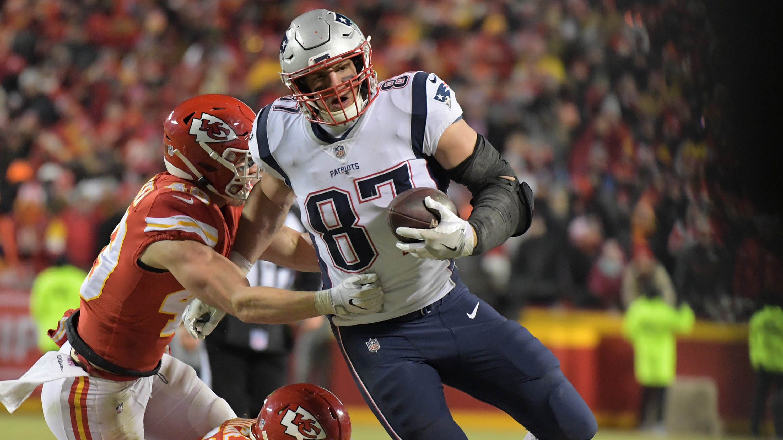 8c4f0dbcd Rob Gronkowski s clutch catches vs. Chiefs put Patriots in Super Bowl
