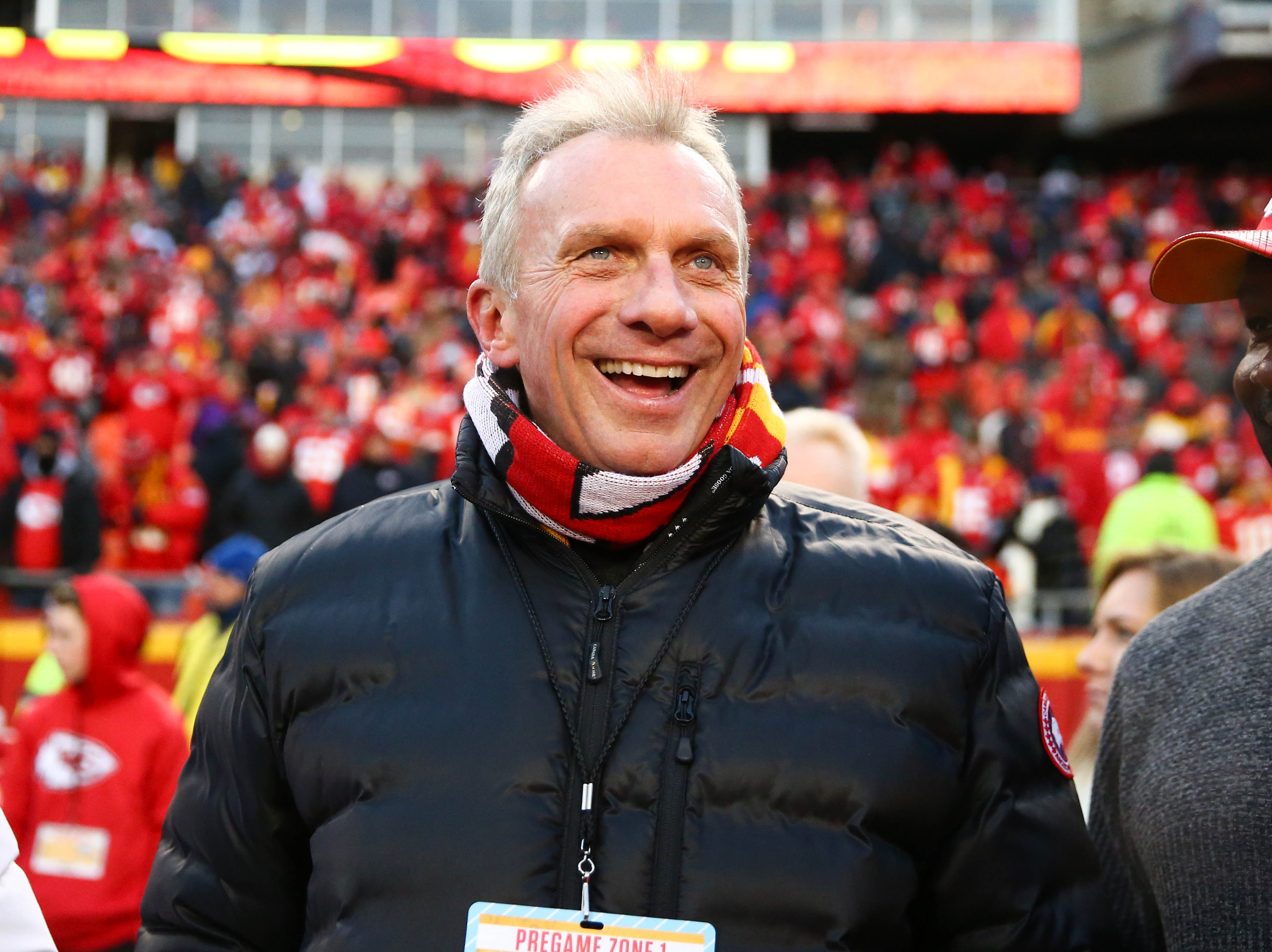 Former Kansas City Chiefs player Joe Montana stands on the sidelines before the AFC Championship Game.