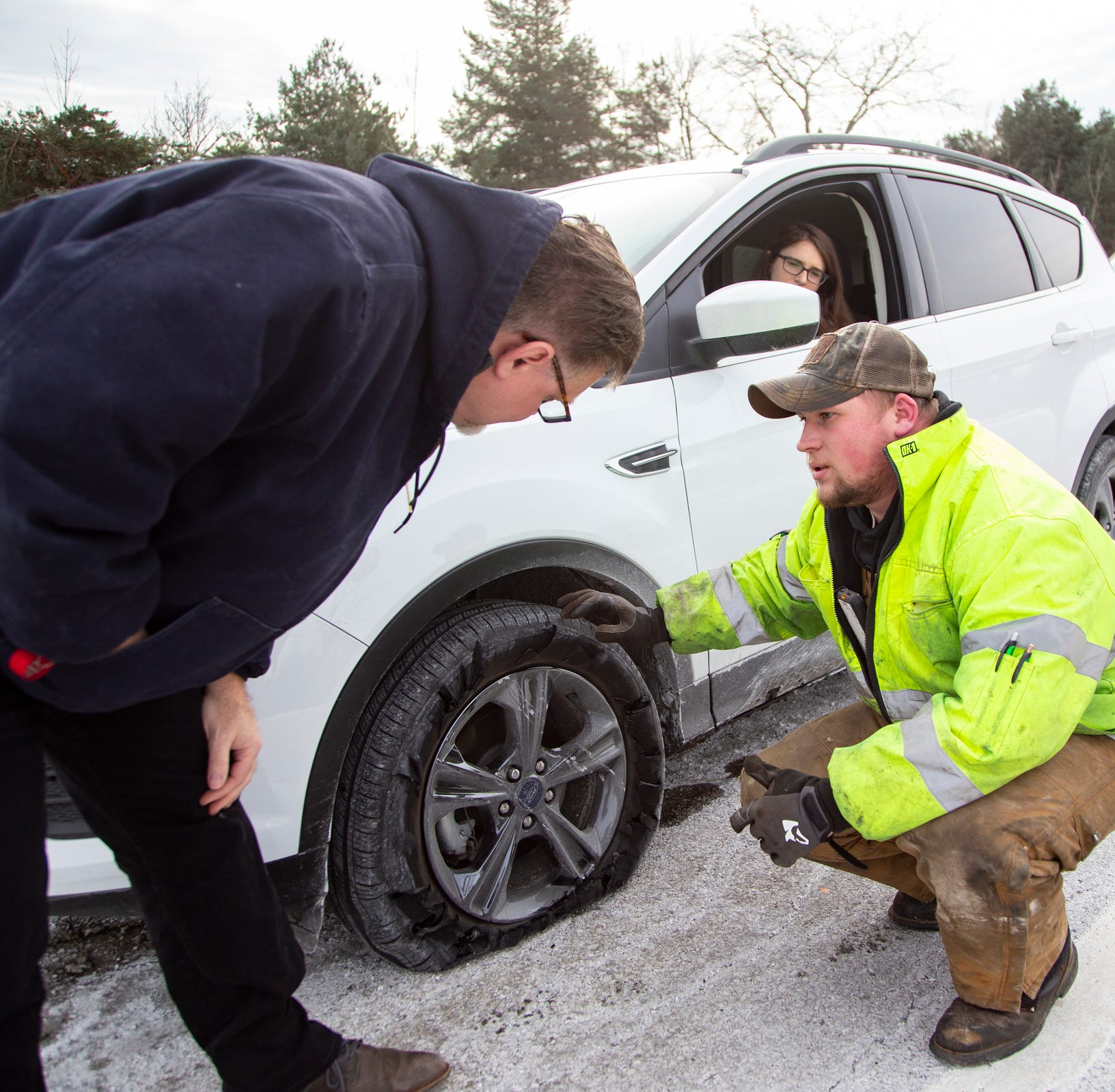 Major cracks, potholes are damaging cars on I-75 Oakland County