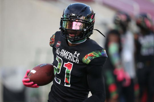 Defensive back Shilo Sanders, the son of NFL Hall of Famer Deion Sanders, announced his college commitment on Tuesday. The Trinity Christian (Texas) cornerback recently played in the Under Armour All-American game.