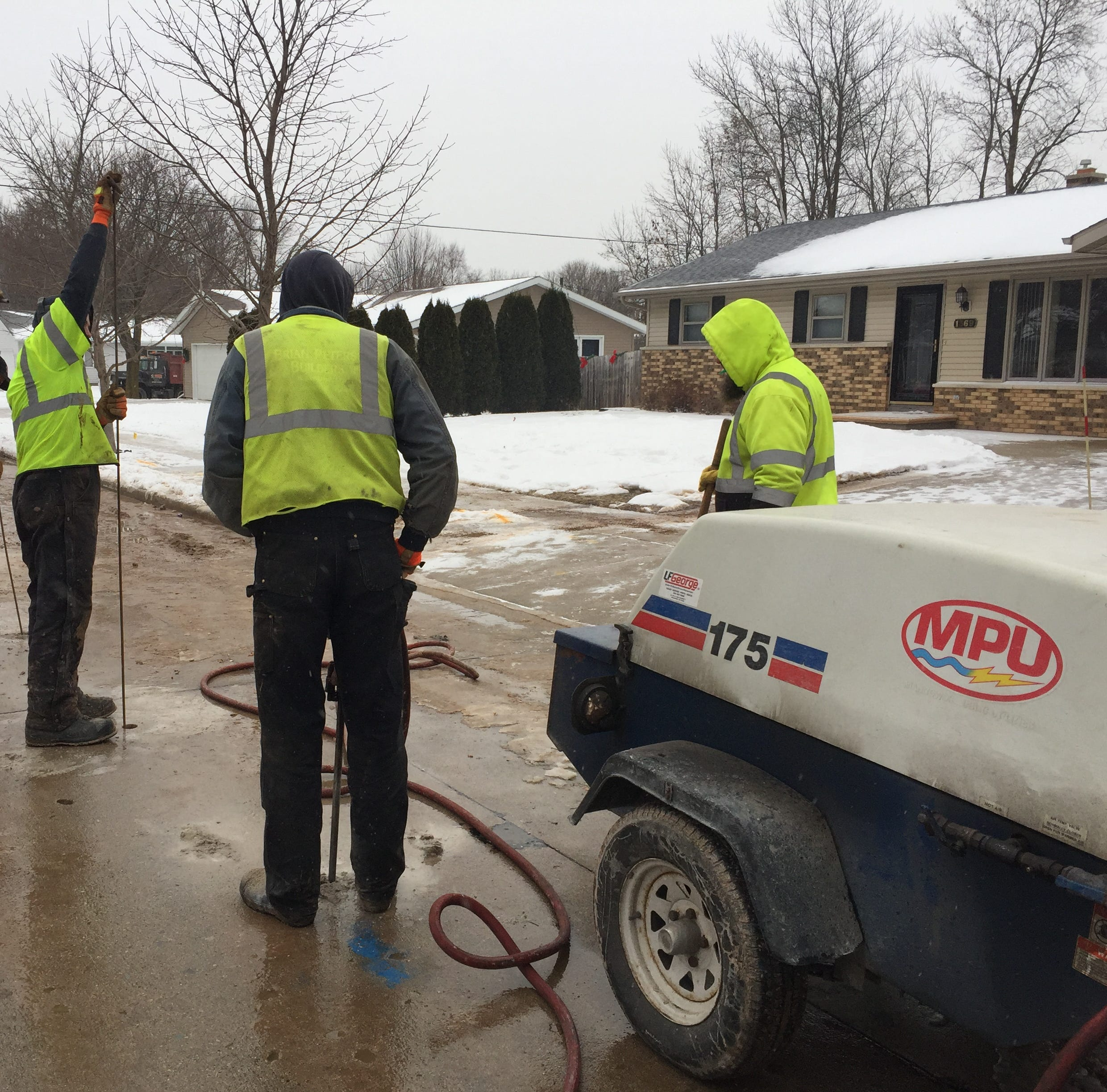 Manitowoc water main break causes sewage to back up into homes