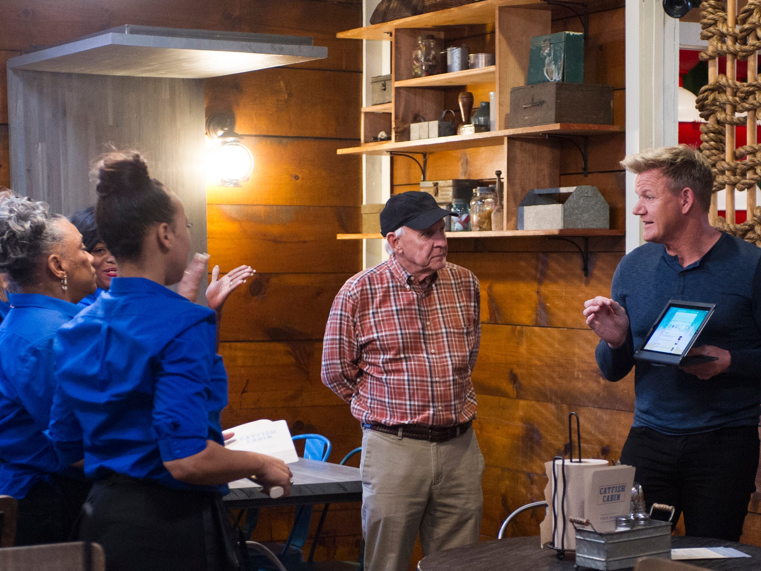 "GORDON RAMSAY'S 24 HOURS TO HELL AND BACK: Chef / host Gordon Ramsay (R) with the owners and staff in the ""Catfish Cabin"" episode of GORDON RAMSAY'S 24 HOURS TO HELL AND BACK airing Wednesday, Jan. 23 (8:00-9:00 PM ET/PT) on FOX.© 2019 FOX Broadcasting."