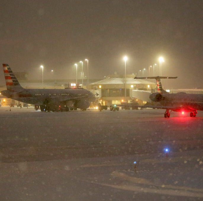 Milwaukee airport ready for snow as air travel gets messy in northern U.S.; delays reported at  O'Hare