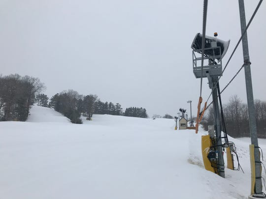 Ausblick Ski Club prefers to have at least 24 inches of snow on all of its runs, with some terrain features measuring as deep as 8 to 10 feet.