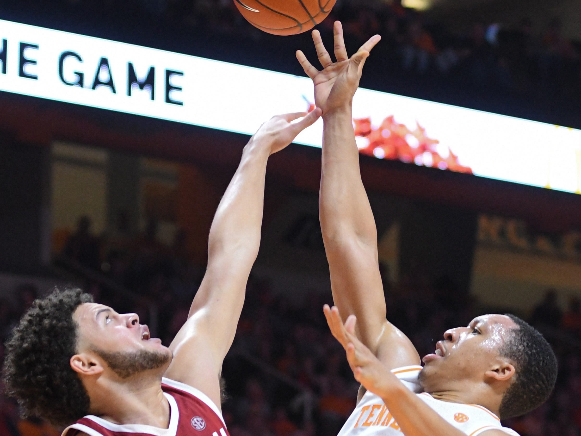 Tennessee Volunteers forward Grant Williams (2) shoots the ball against Alabama Crimson Tide forward Alex Reese (3) during the second half at Thompson-Boling Arena. Tennessee won 71 to 68.