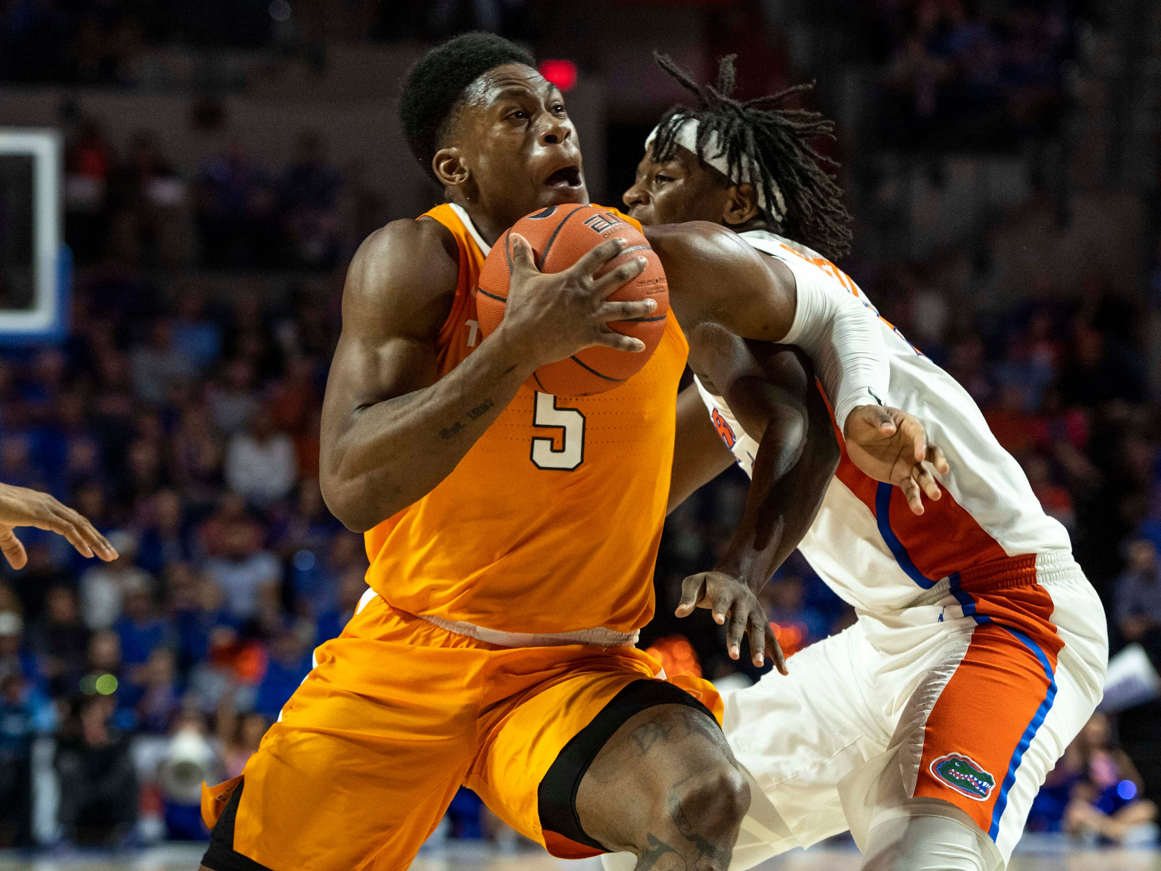 Tennessee Volunteers guard Admiral Schofield (5) drives for the basket as Florida Gators forward Dontay Bassett (21) defends during the first half at Exactech Arena.