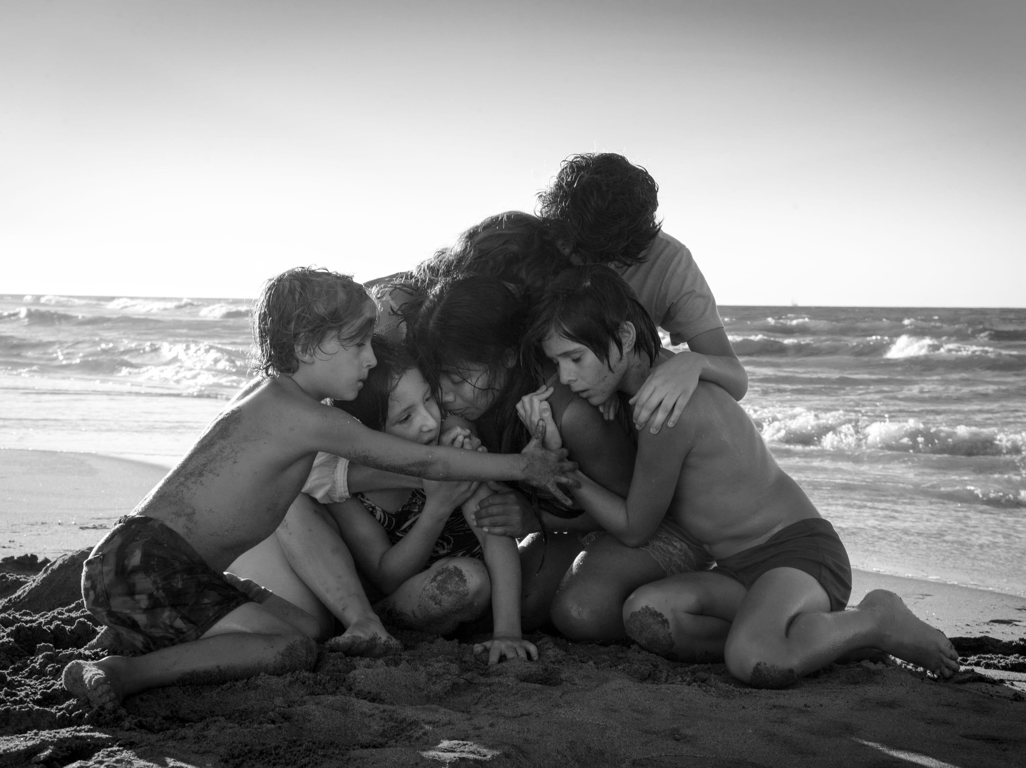 López Obrador felicita a Alfonso Cuarón por las 10 nominaciones de 'Roma' al Oscar