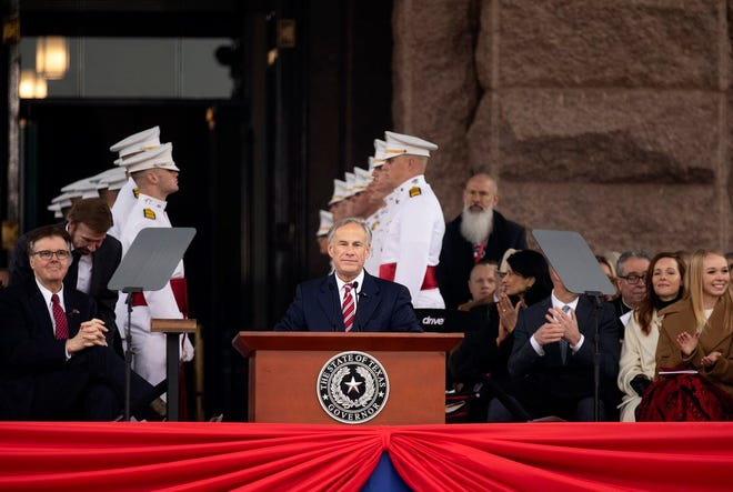 Governor Gregg Abbott address attendees of the Oath of Office Ceremony on the state capitol grounds. Jan. 15, 2019.