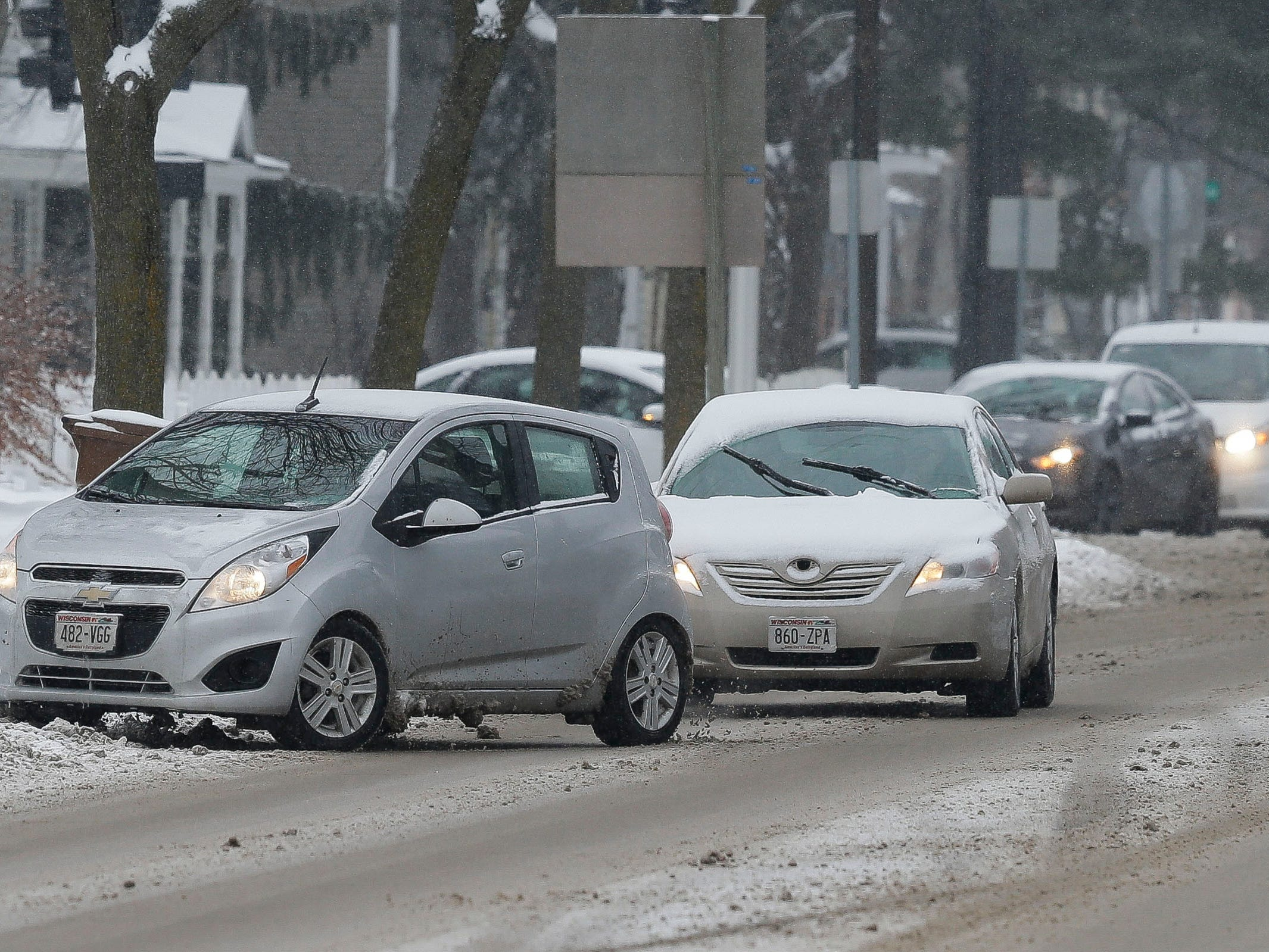 Cars drive along Main Street on Tuesday, January 22, 2019, in Stevens Point, Wis. A snow storm rolled through the area on Tuesday and is expected to drop 6-8 inches of snow.Tork Mason/USA TODAY NETWORK-Wisconsin