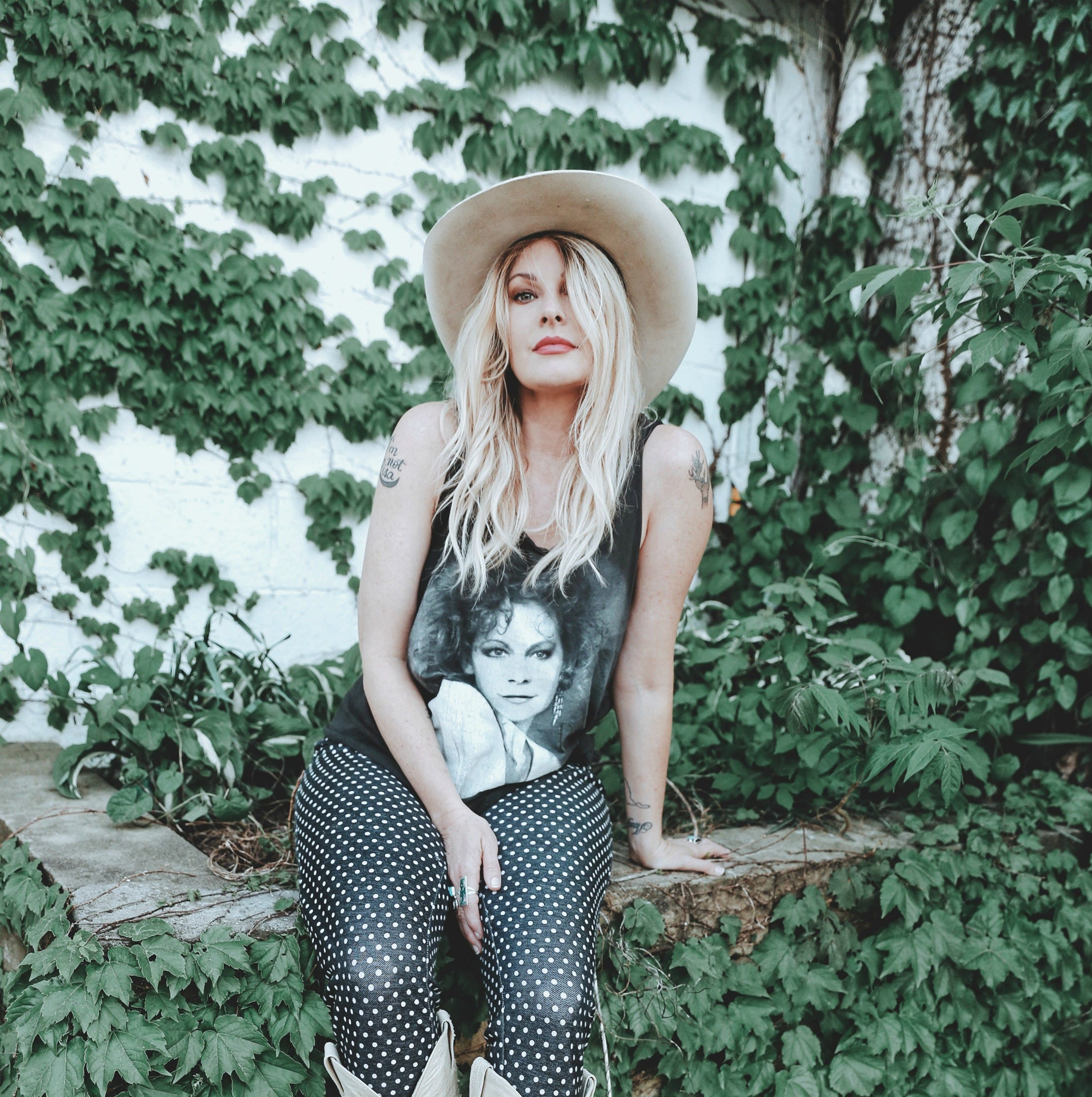 Things to do: Pig out, take a sip, catch Elizabeth Cook tunes