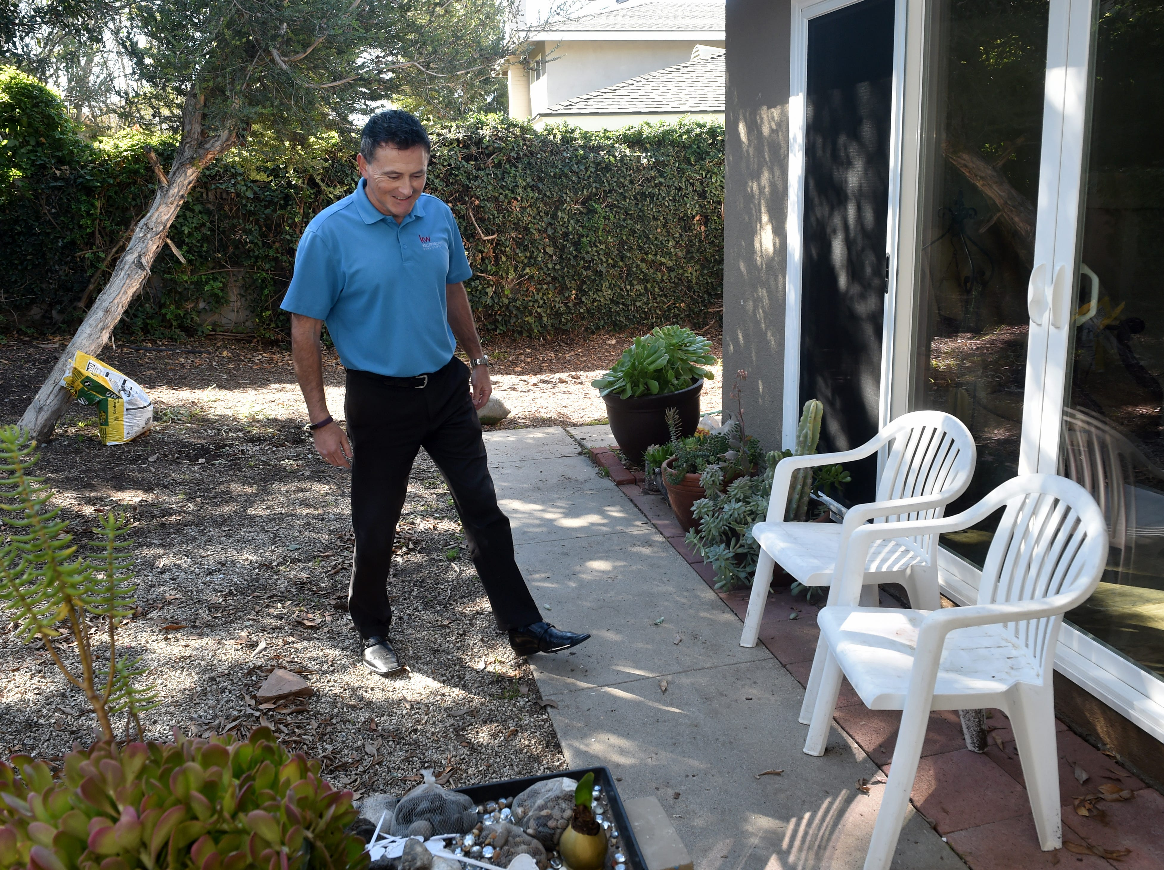 Real estate agent Jeff Landau visits the home of a client in Thousand Oaks.