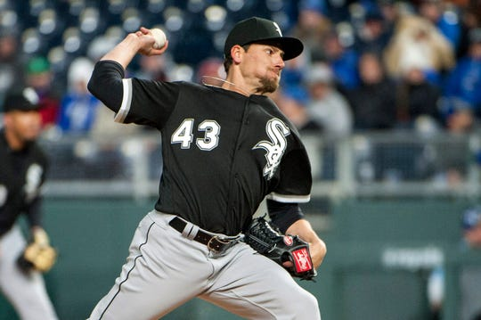 Farquhar pitching for the White Sox in March 2018.
