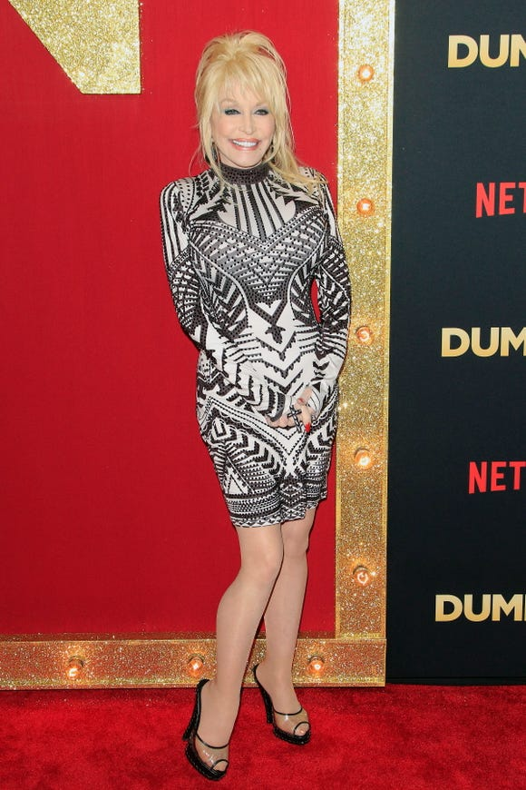 """Dolly Parton poses for photographers at the world premiere of her Netflix film """"Dumplin'"""" in Hollywood Dec. 6."""